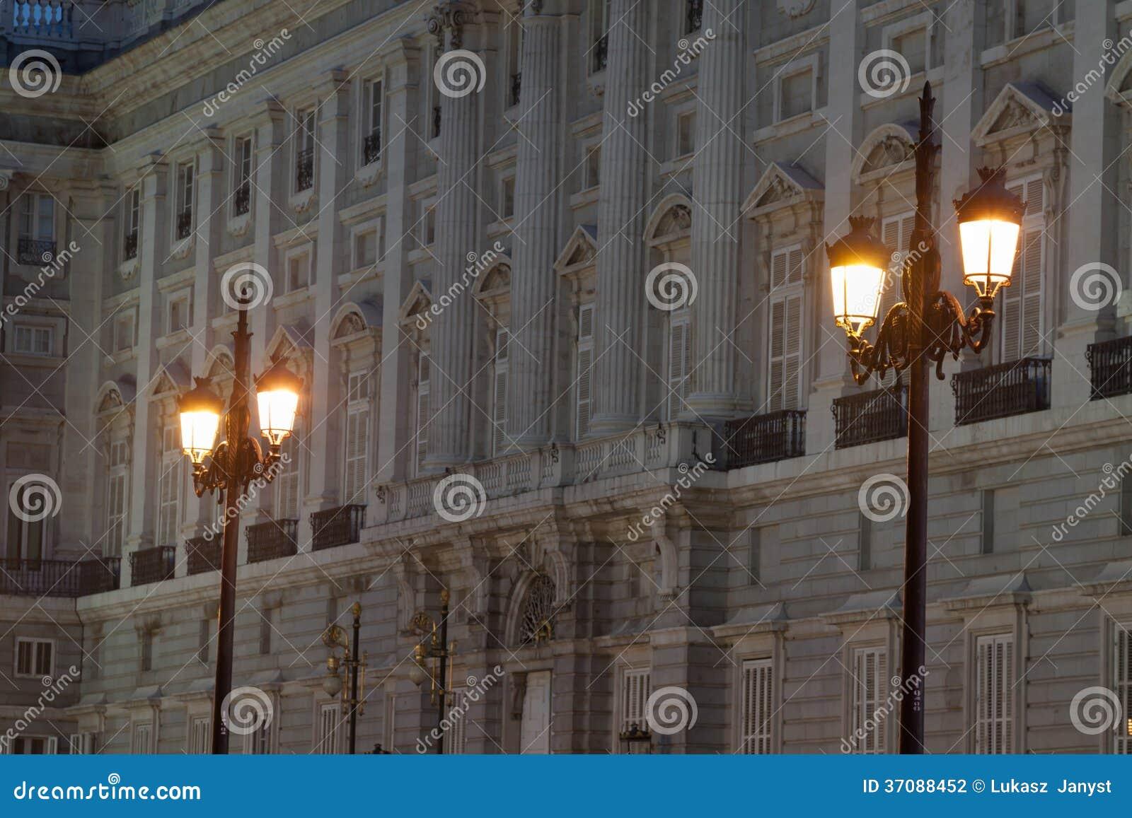 Download Santa Maria Los Angeles Real De Los Angeles Almudena - Katedra W Madryt, Hiszpania Zdjęcie Stock - Obraz złożonej z iluminacje, chrześcijaństwo: 37088452
