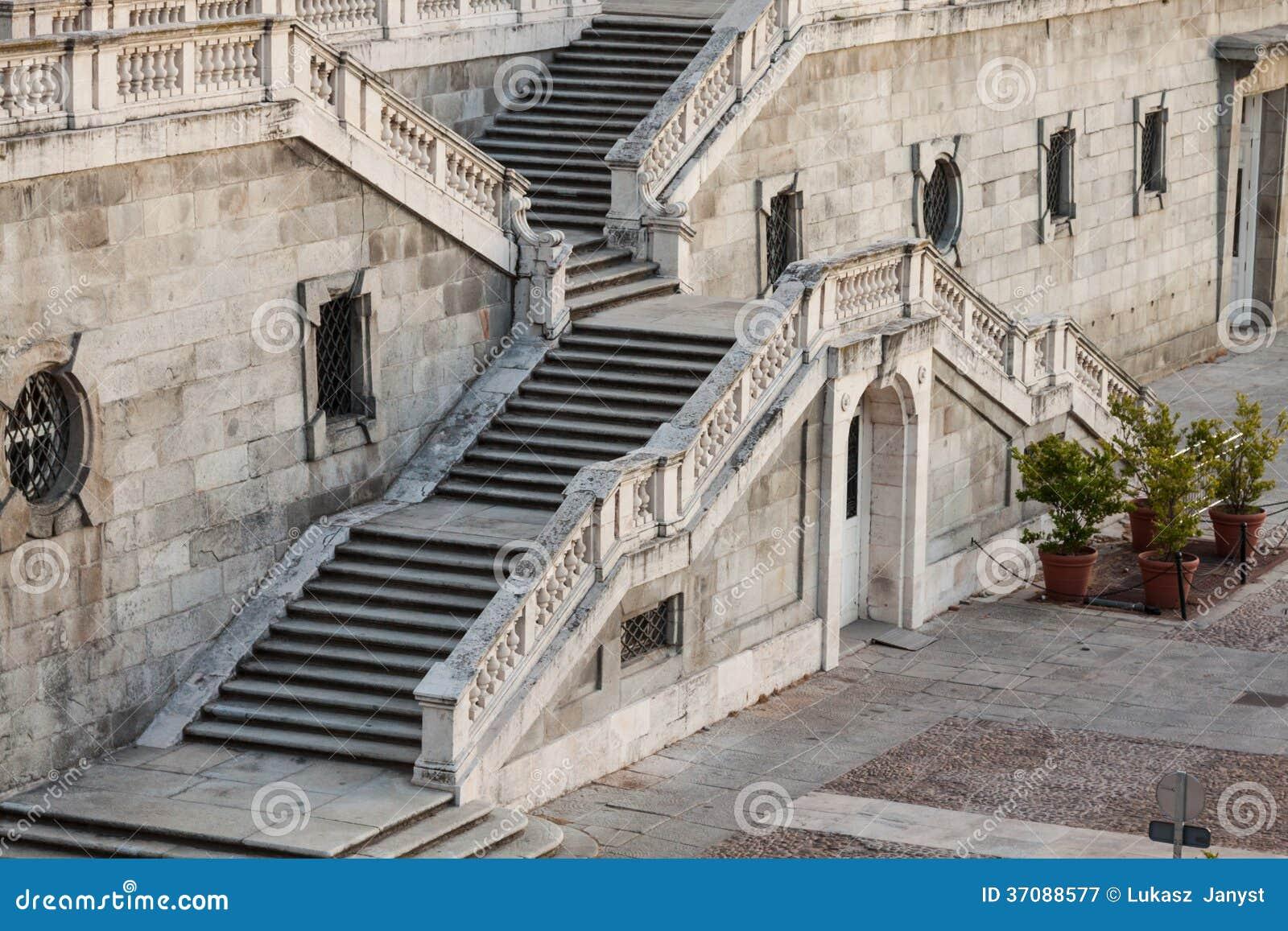 Download Santa Maria Los Angeles Real De Los Angeles Almudena - Katedra W Madryt, Hiszpania Obraz Stock - Obraz złożonej z półmrok, neoklasyczny: 37088577