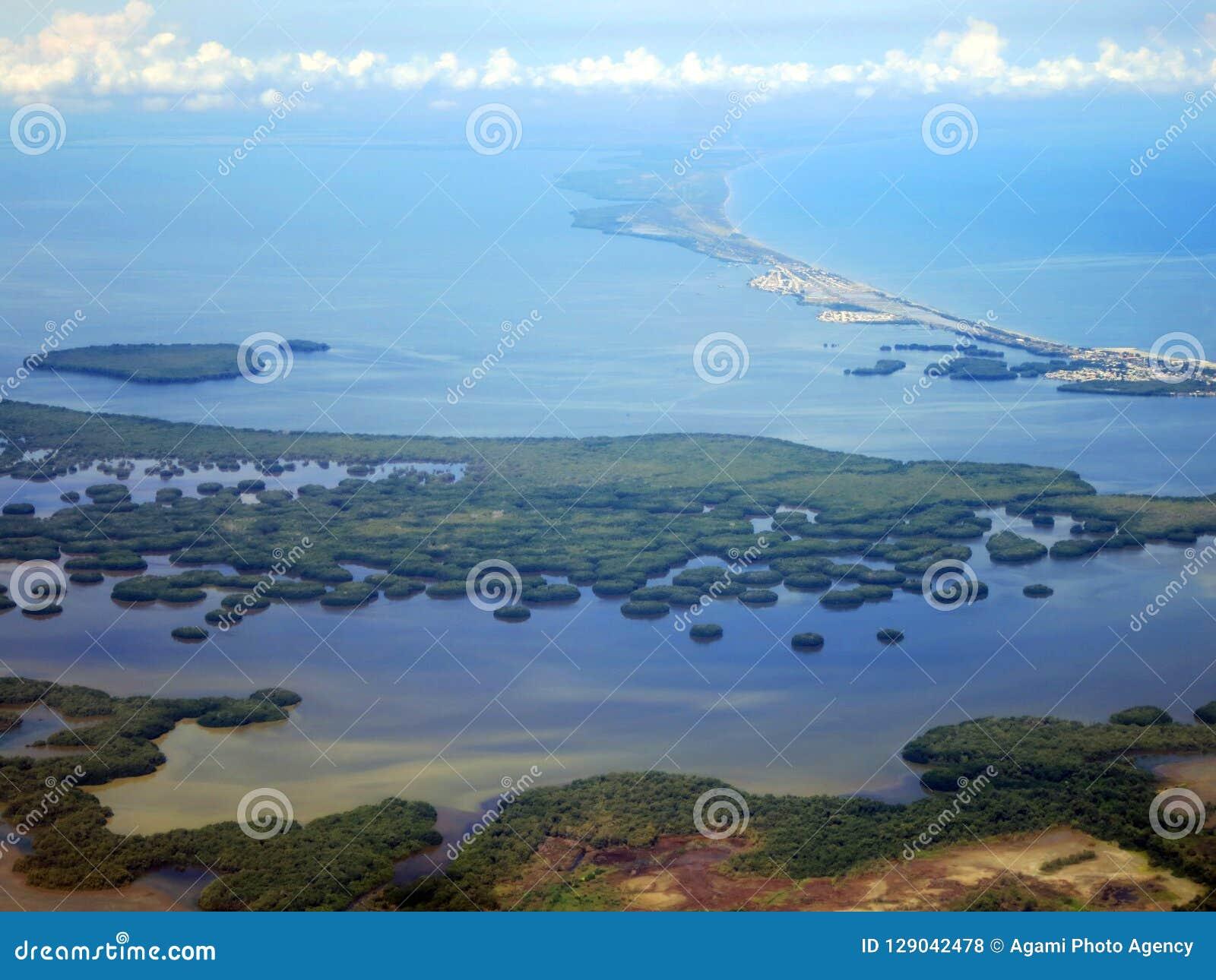 Santa Marta kust (Colombia) vanuit het DE lucht; Santa Marta-coa