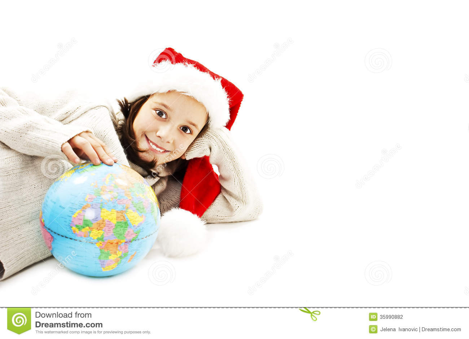 Santa pequena feliz com um globo