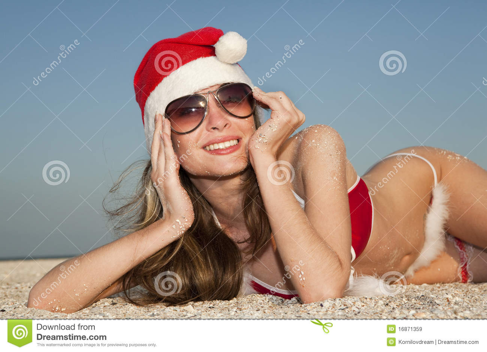 Santa que tem o descanso na praia