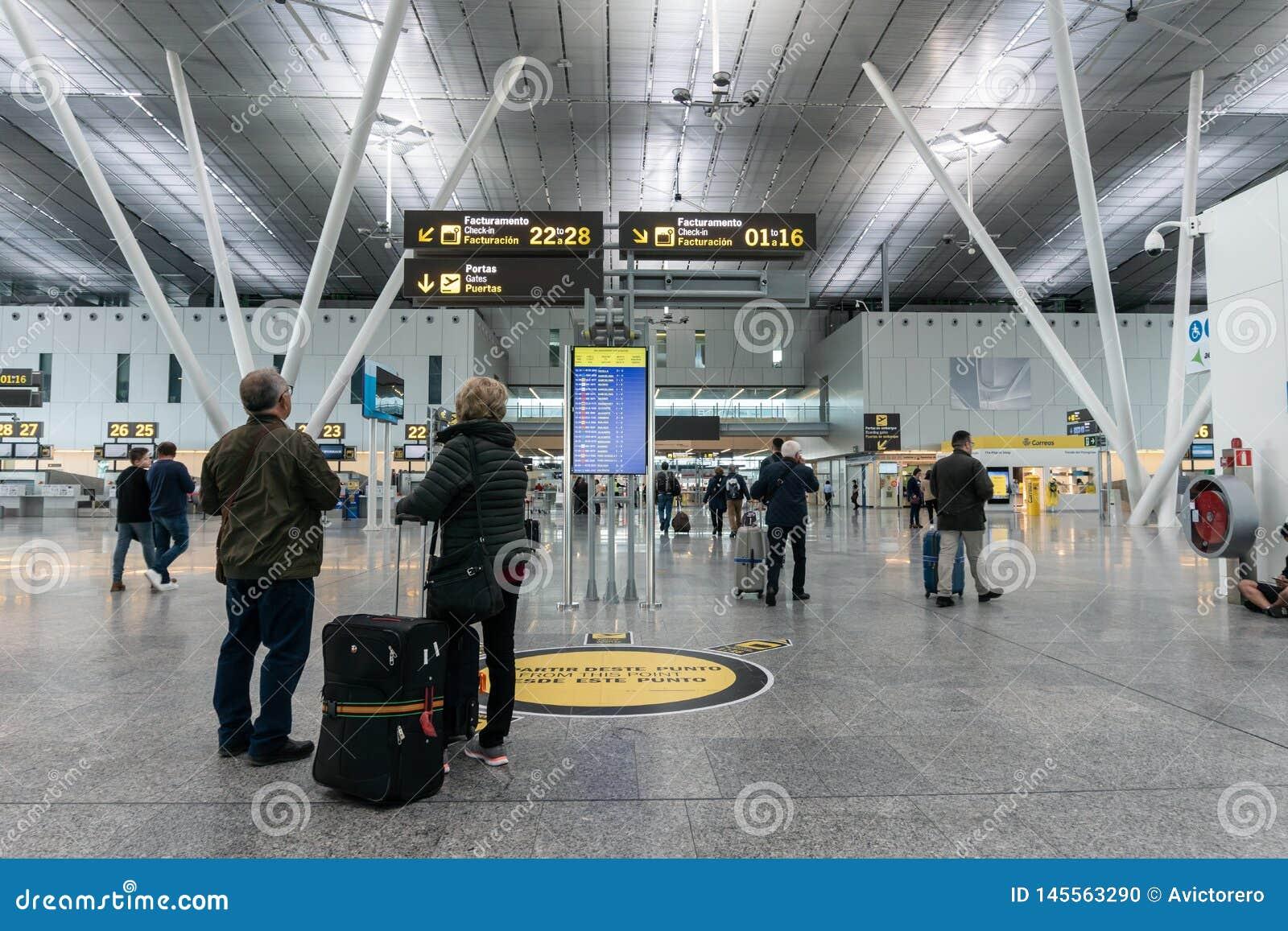 Santiago de Compostela flygplats Inre av passagerarterminalen Se f?r par