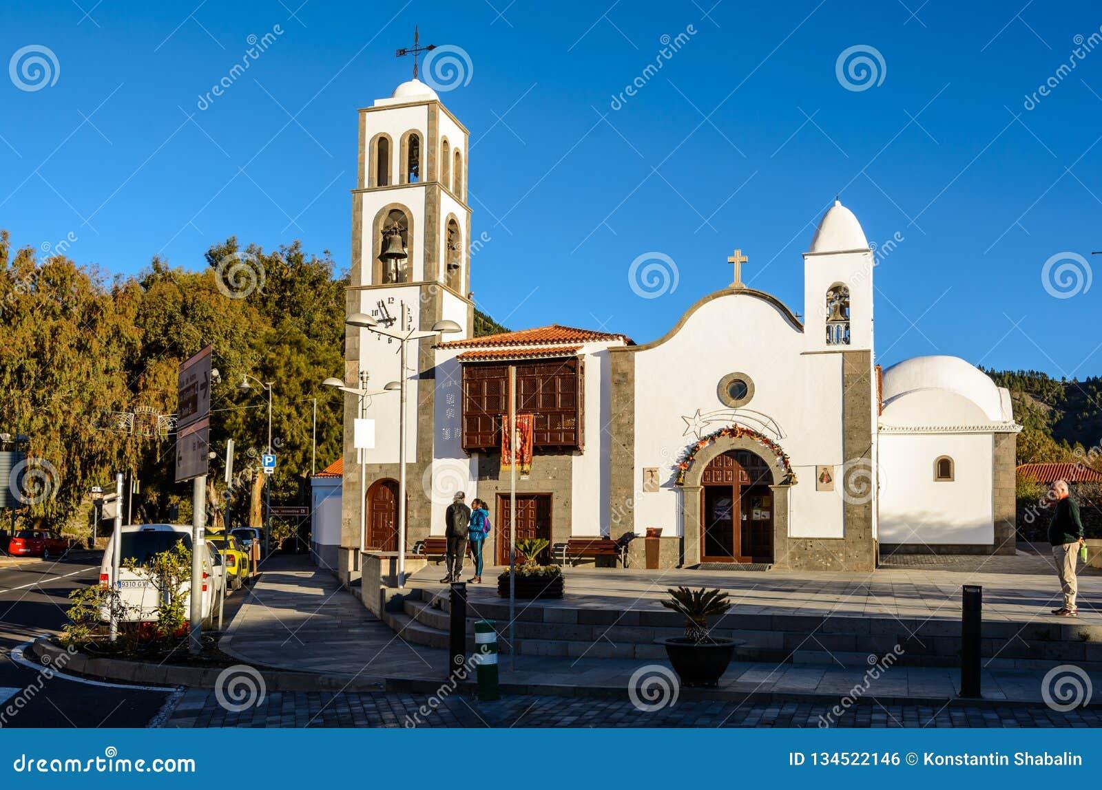 SANTIAGO DEL TEIDE, CANÁRIO, ESPANHA o quadrado da cidade de Santiago del Teide, a ilha de Tenerife Ilhas Canárias