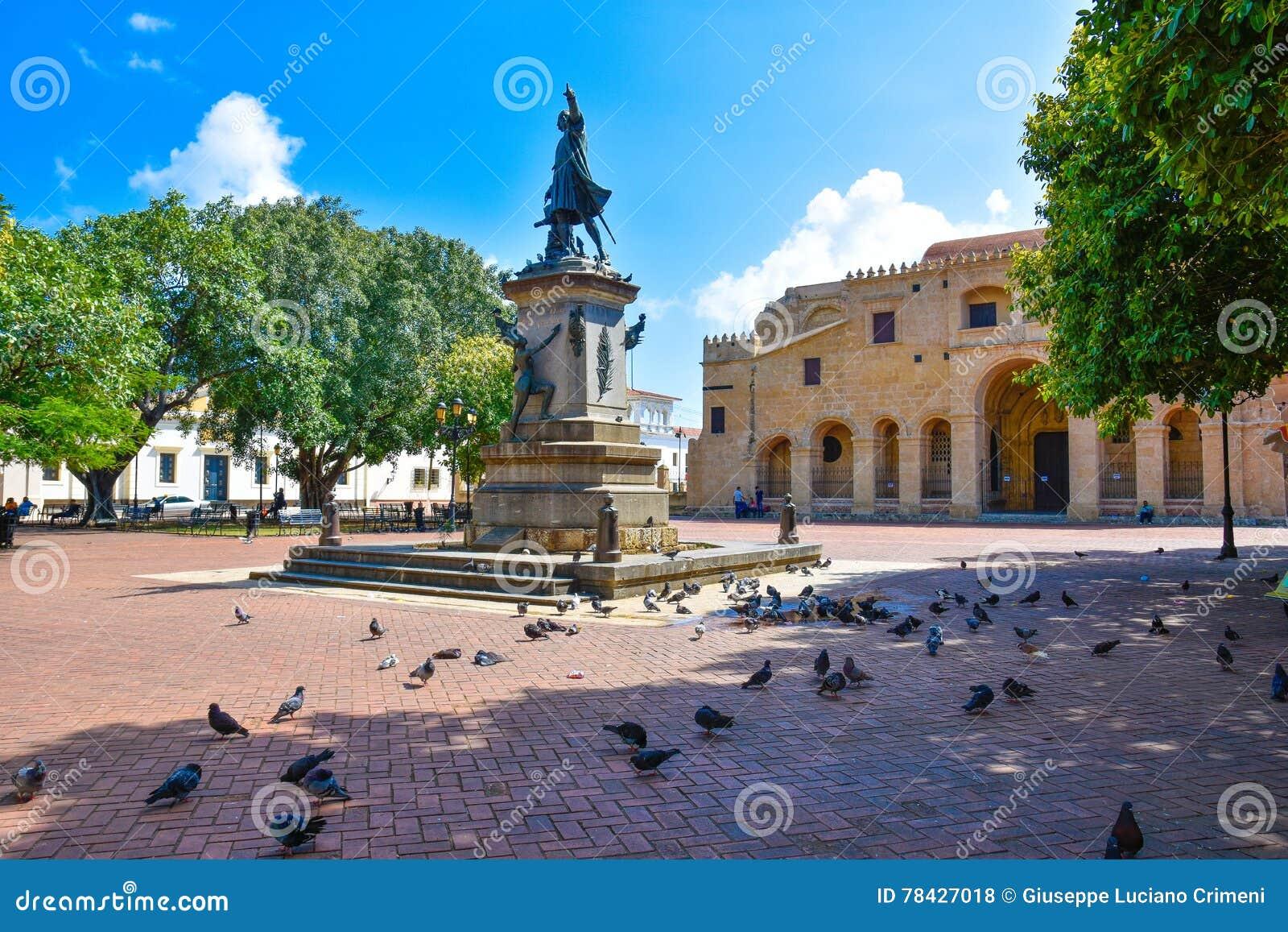 Santo Domingo, Dominicaanse Republiek De het beroemde standbeeld en Kathedraal van Christopher Columbus in Columbus Park