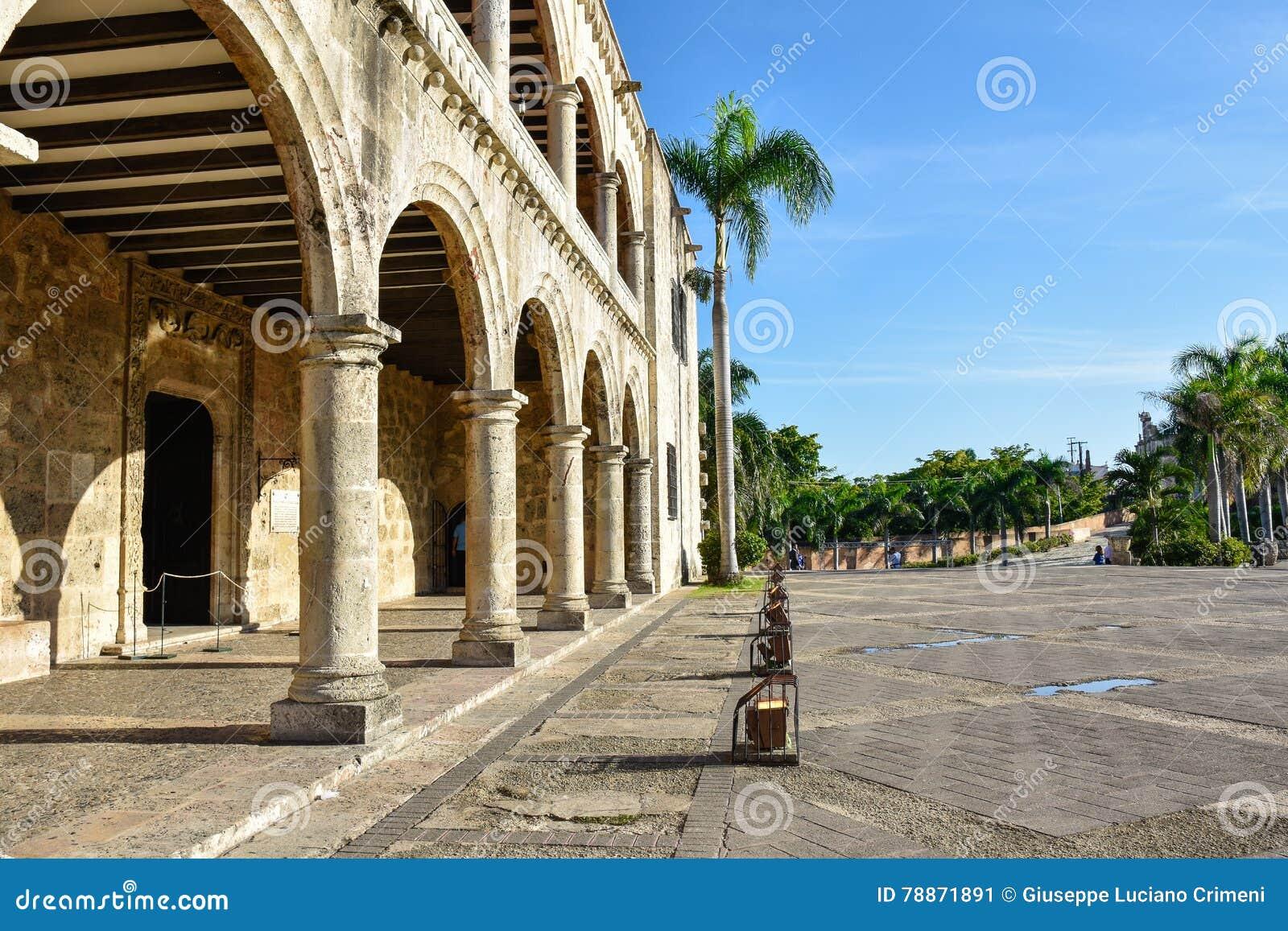 Santo Domingo, República Dominicana Alcazar de Colon (Diego Columbus House), cuadrado español