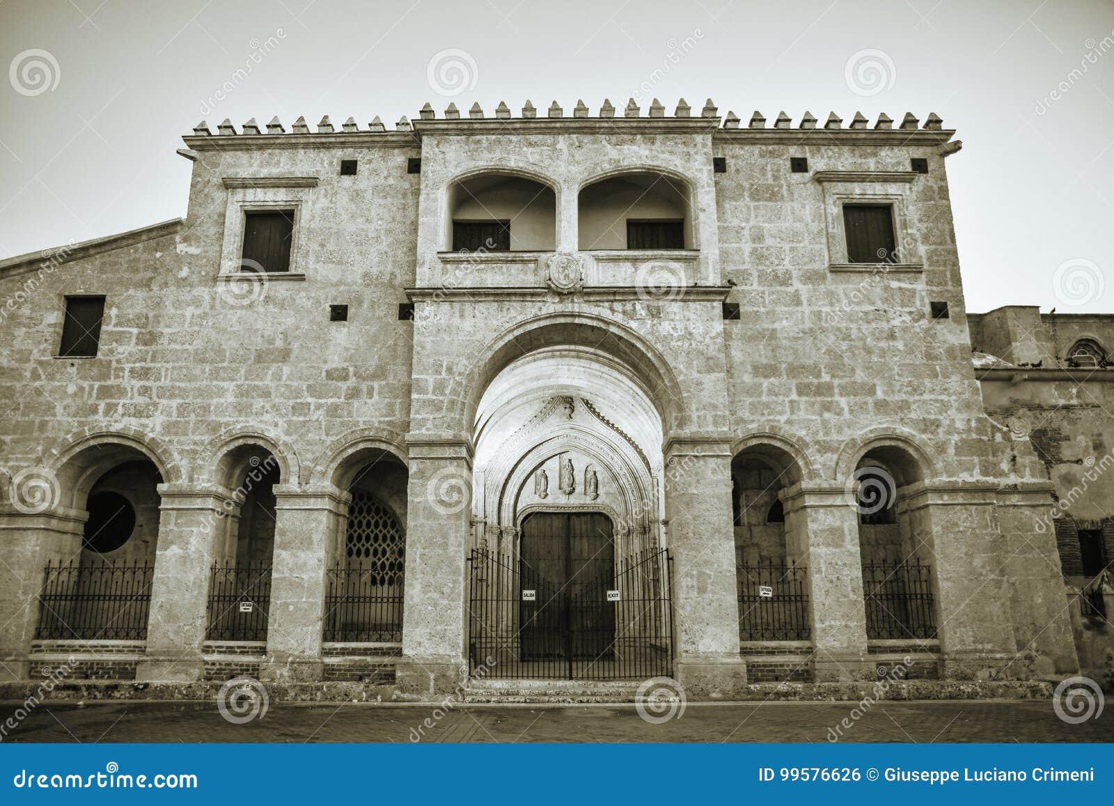 Santo Domingo, República Dominicana Primer de la catedral de la basílica del la Menor de Papá Noel MarÃa