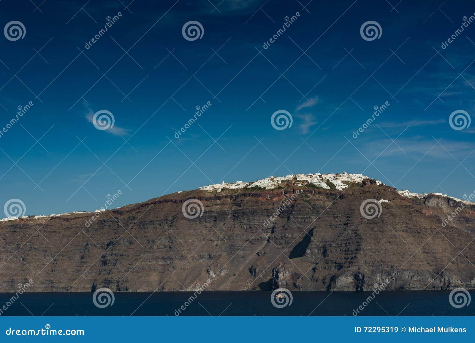 Download Santorini, Греция, взгляд от шлюпки круиза Стоковое Изображение - изображение насчитывающей остров, athene: 72295319