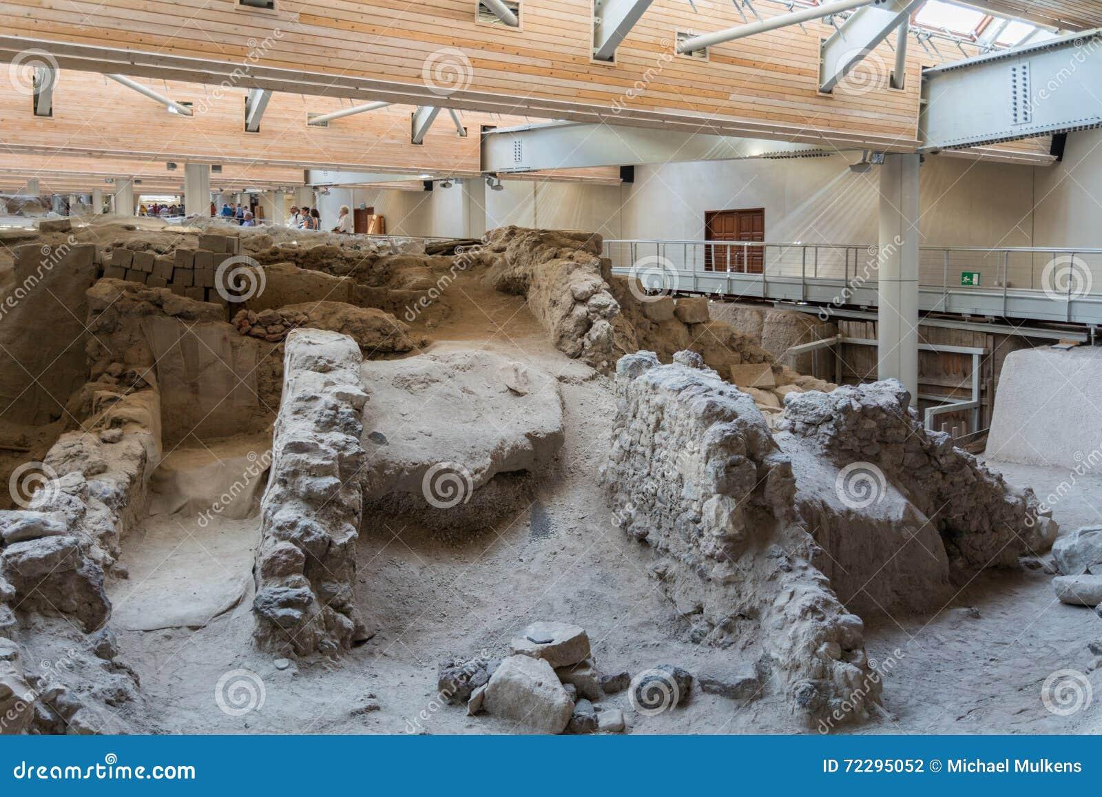 Download Santorini, старый городок Akrotiri Редакционное Фотография - изображение насчитывающей защитников, ландшафт: 72295052