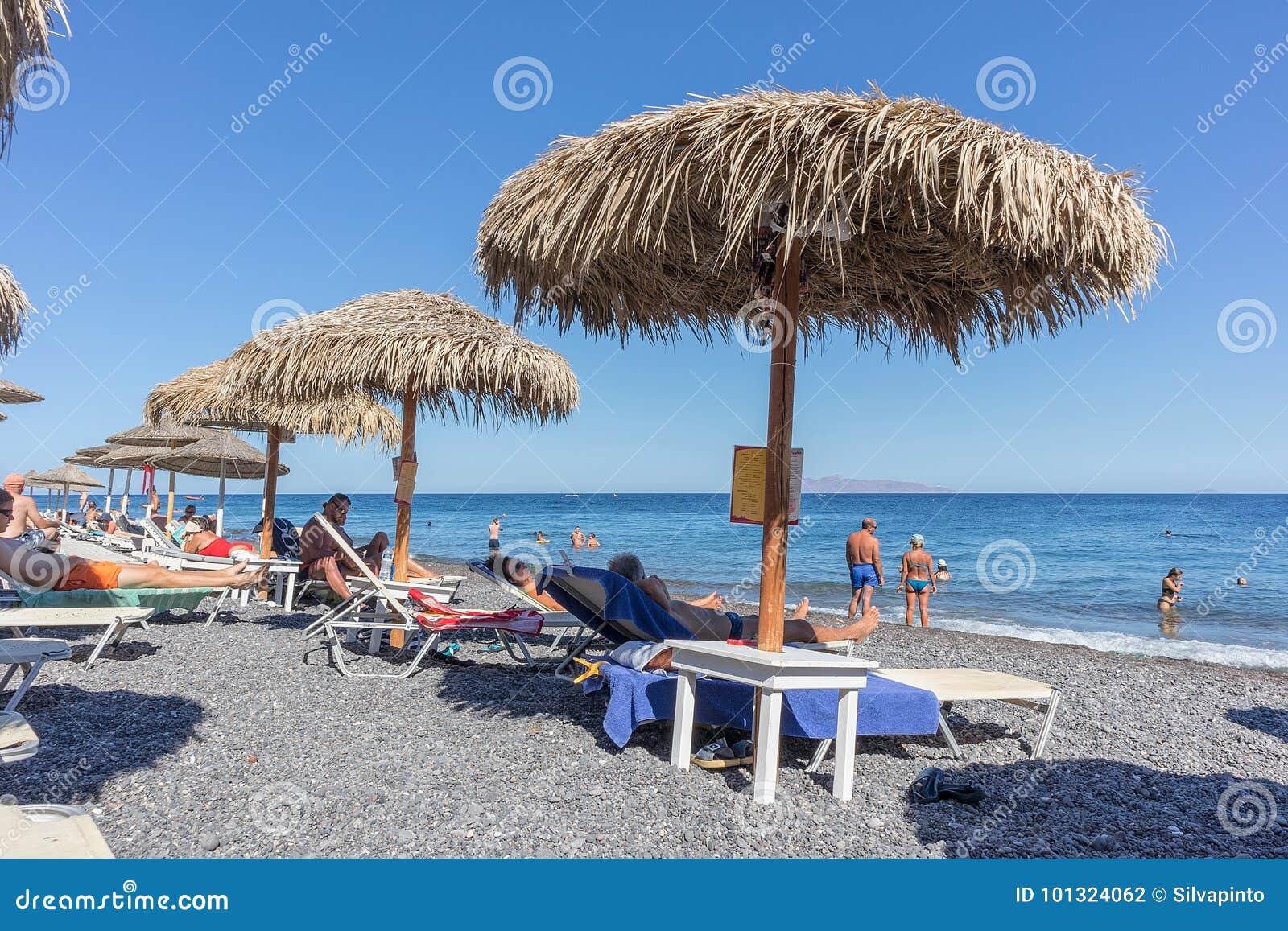 SANTORINI/GREECE στις 5 Σεπτεμβρίου - παραλία Kamari σε Santorini, Ελλάδα