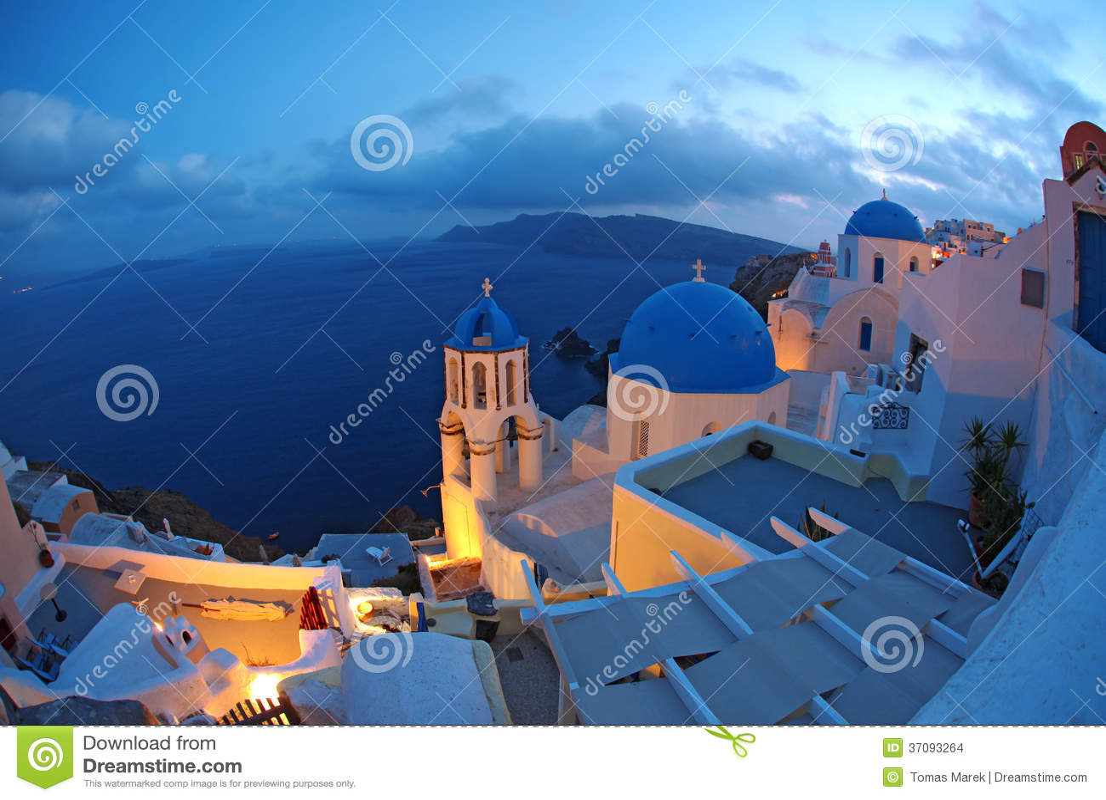 Download Santorini Z Kościół W Oia, Grecja Zdjęcie Stock - Obraz złożonej z romantyczny, kawiarnia: 37093264