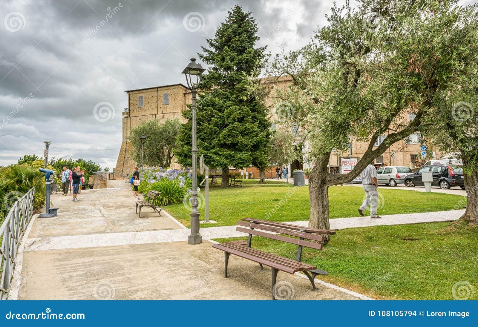 Santuário da casa santamente de Loreto, marços, Itália Vista do palácio apostólico e do jardim