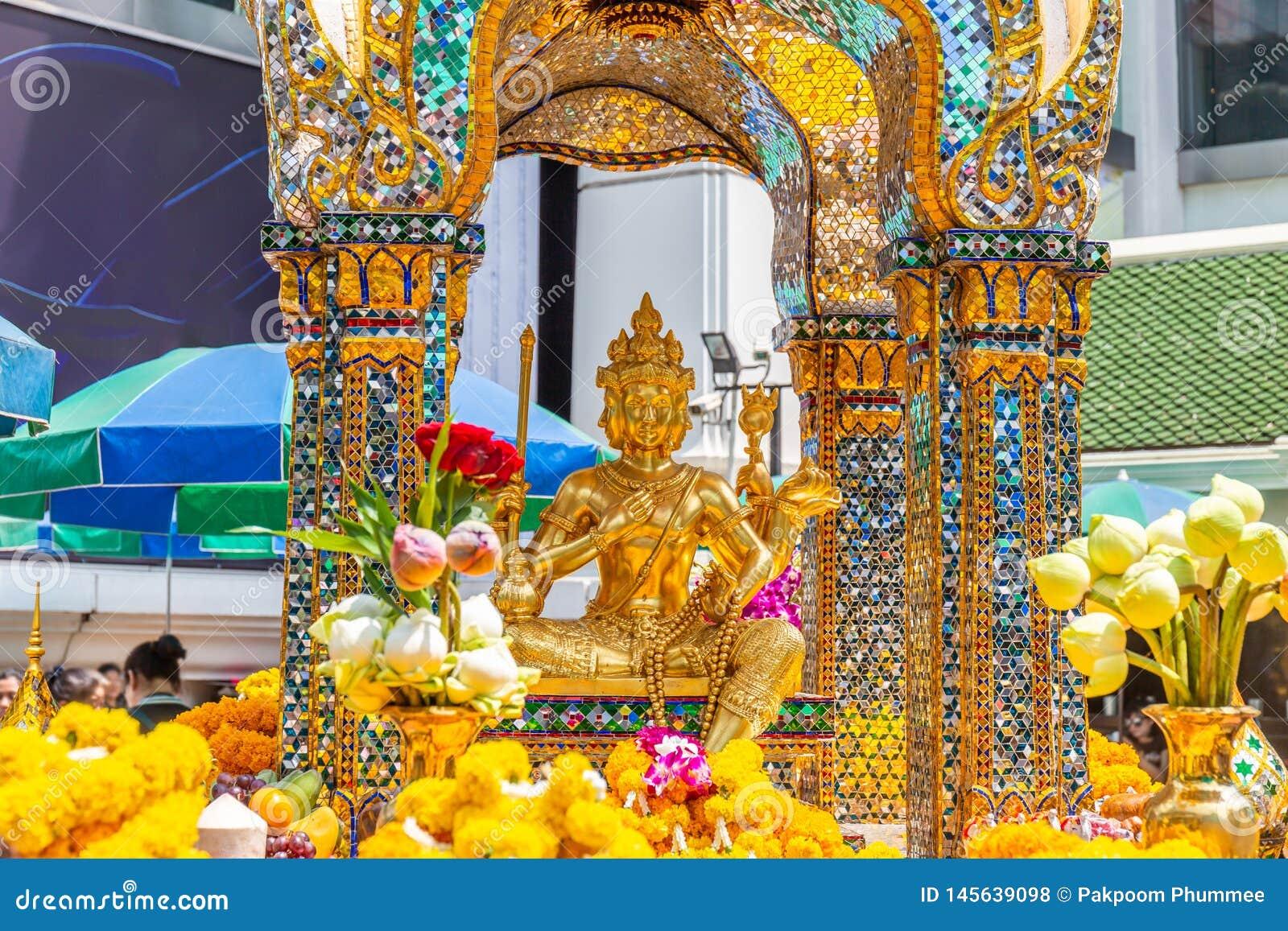 Santuário de Thao Maha Brahma ou de Erawan importante e lugares ou marco popular em Banguecoque
