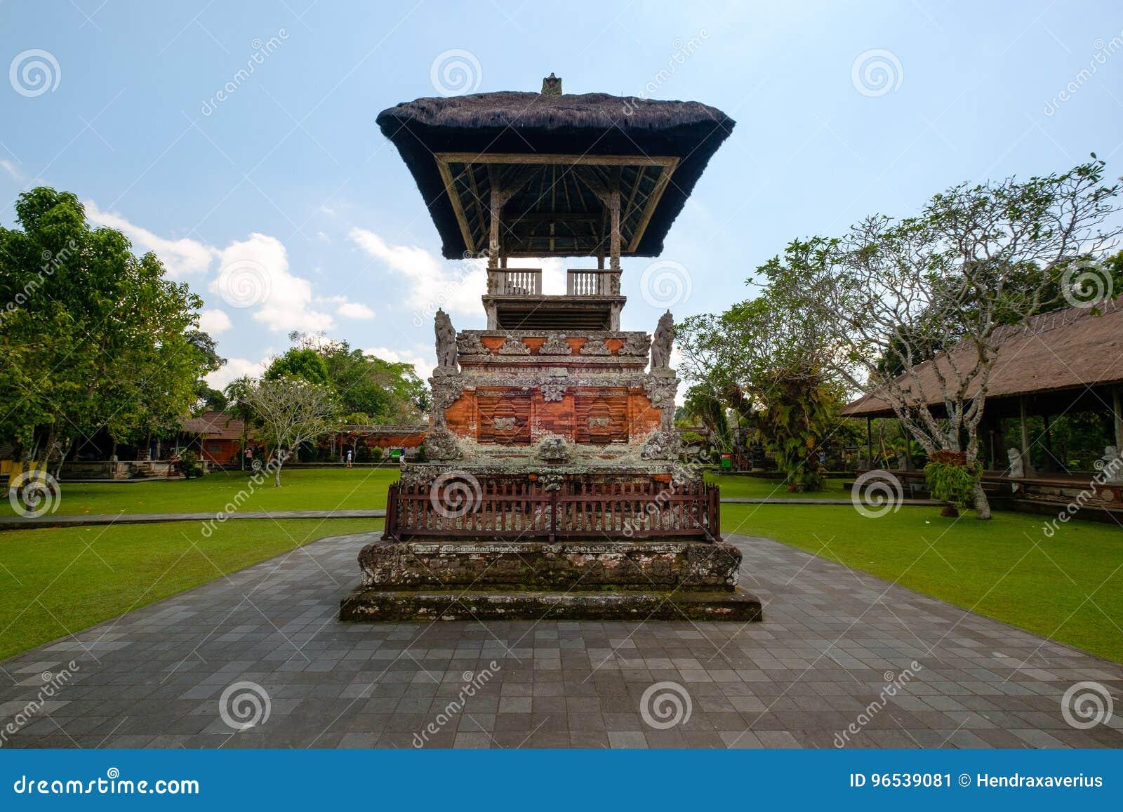 Santuário do altar rezando do Hinduísmo do Balinese
