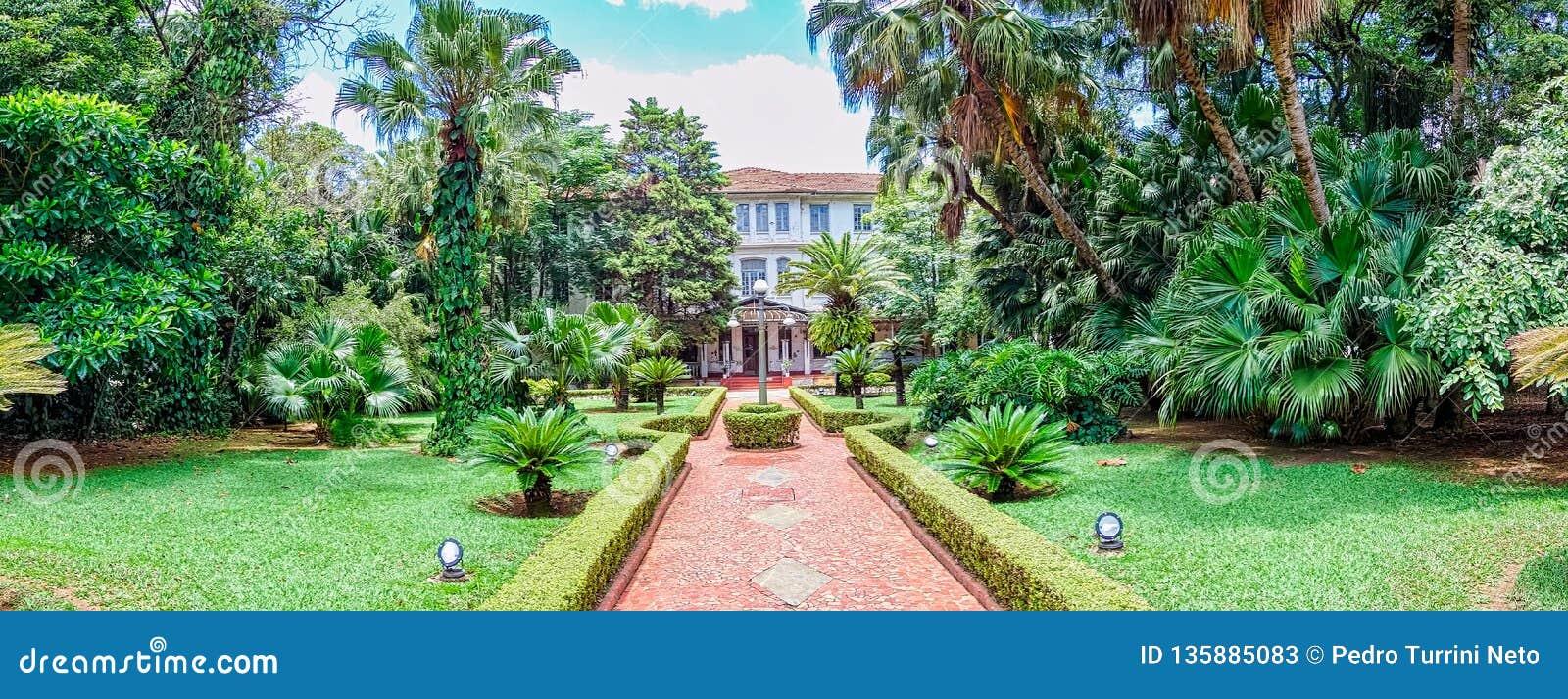SAO JOSE DOS CAMPOS, SAO PAULO, BRÉSIL - 27 DÉCEMBRE 2018 : Bâtiment principal de parc de Vicentina Aranha, ancien sanatorium
