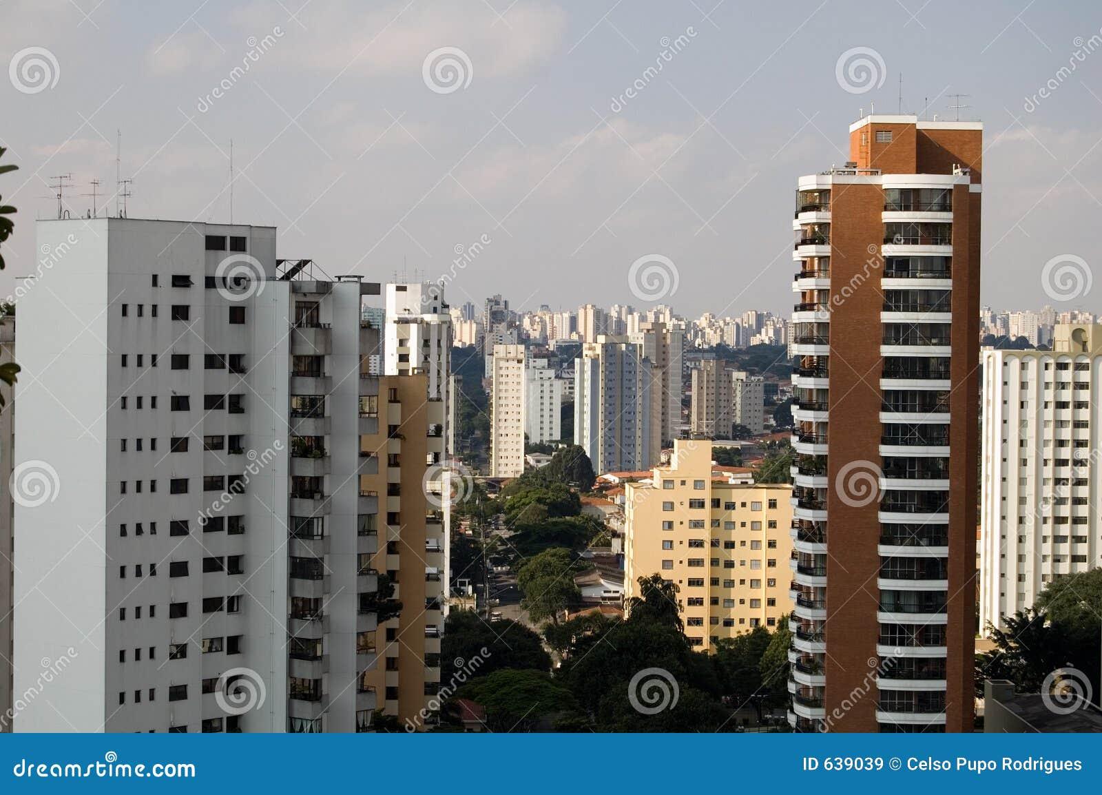 Download Sao paulo стоковое изображение. изображение насчитывающей город - 639039