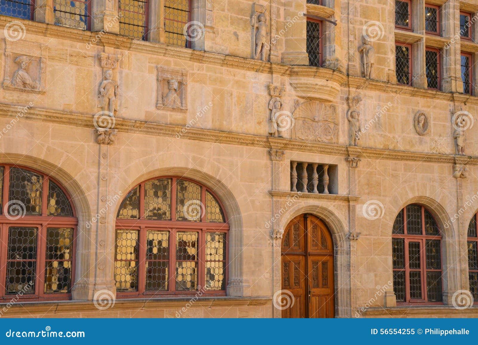 Download Saone Et Loire, η γραφική πόλη Paray LE Monial Στοκ Εικόνα - εικόνα από ευρώπη, αίθουσα: 56554255