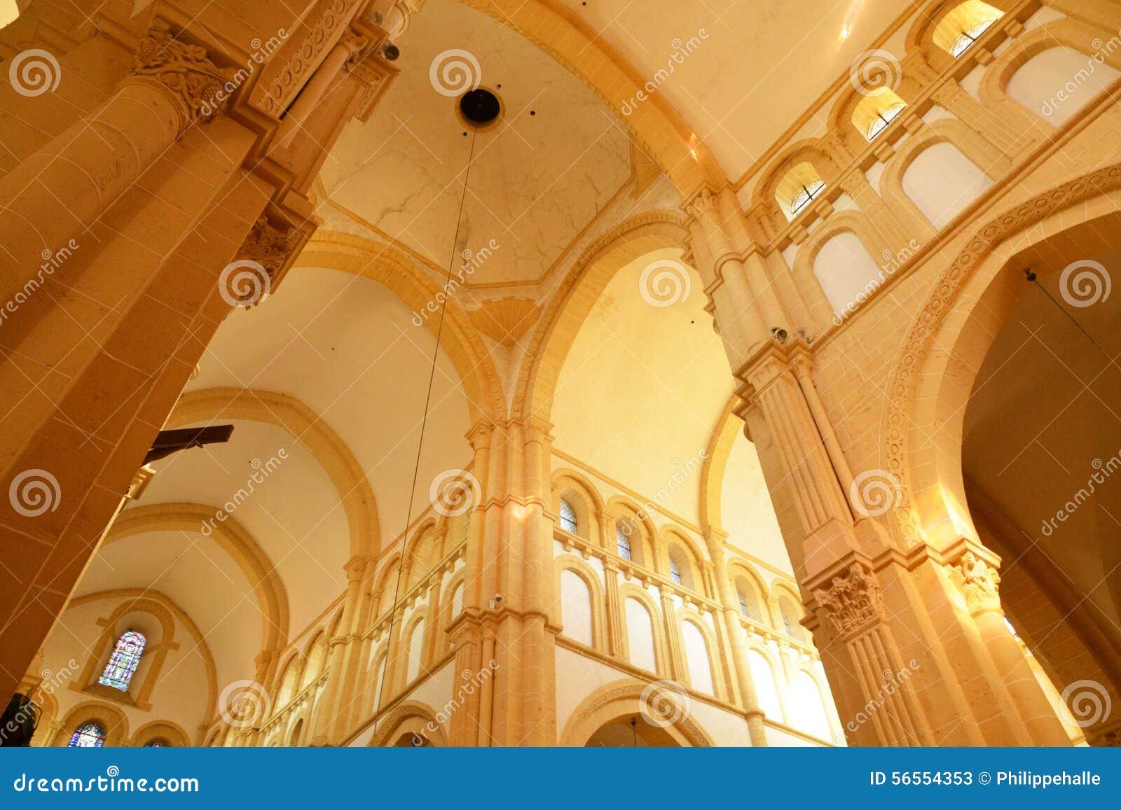 Download Saone Et Loire, η γραφική πόλη Paray LE Monial Στοκ Εικόνα - εικόνα από κληρονομιά, γαλλία: 56554353