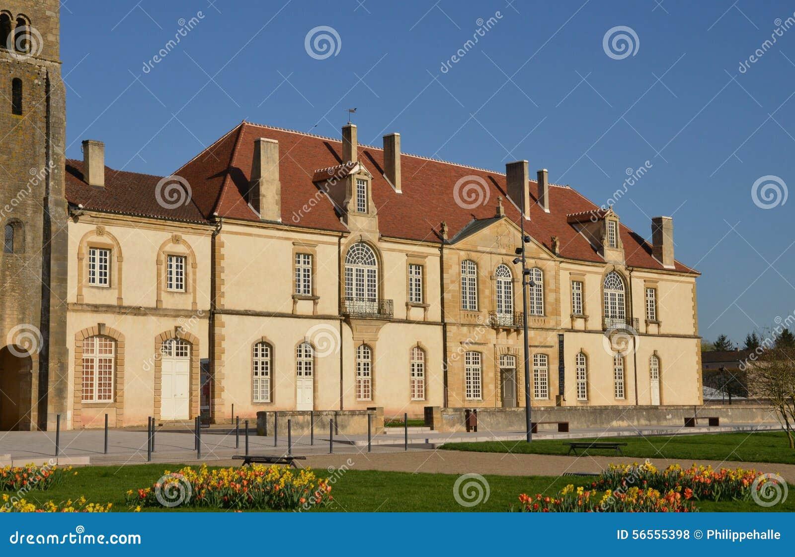 Download Saone Et Loire, η γραφική πόλη Paray LE Monial Στοκ Εικόνες - εικόνα από γραφικός, ευρώπη: 56555398