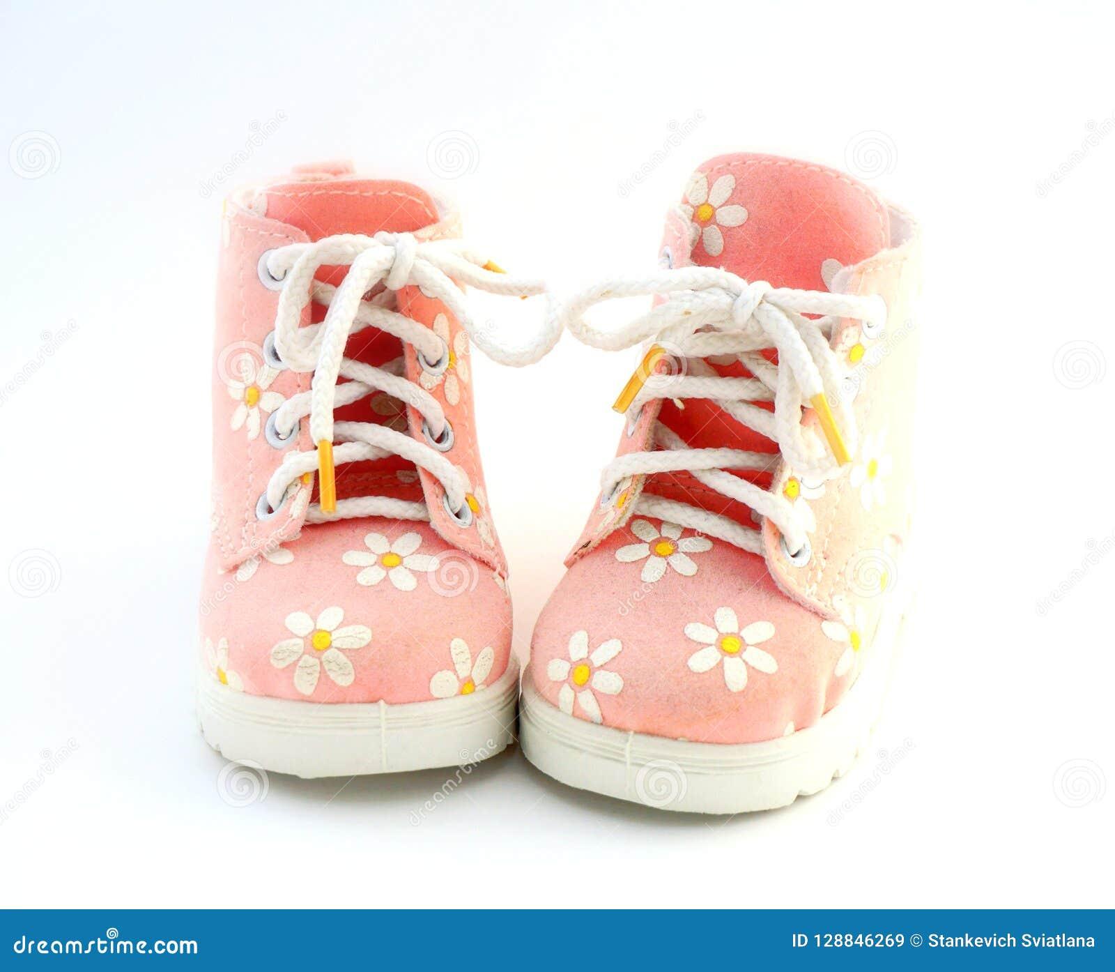 Sapatas da cor-de-rosa de bebê
