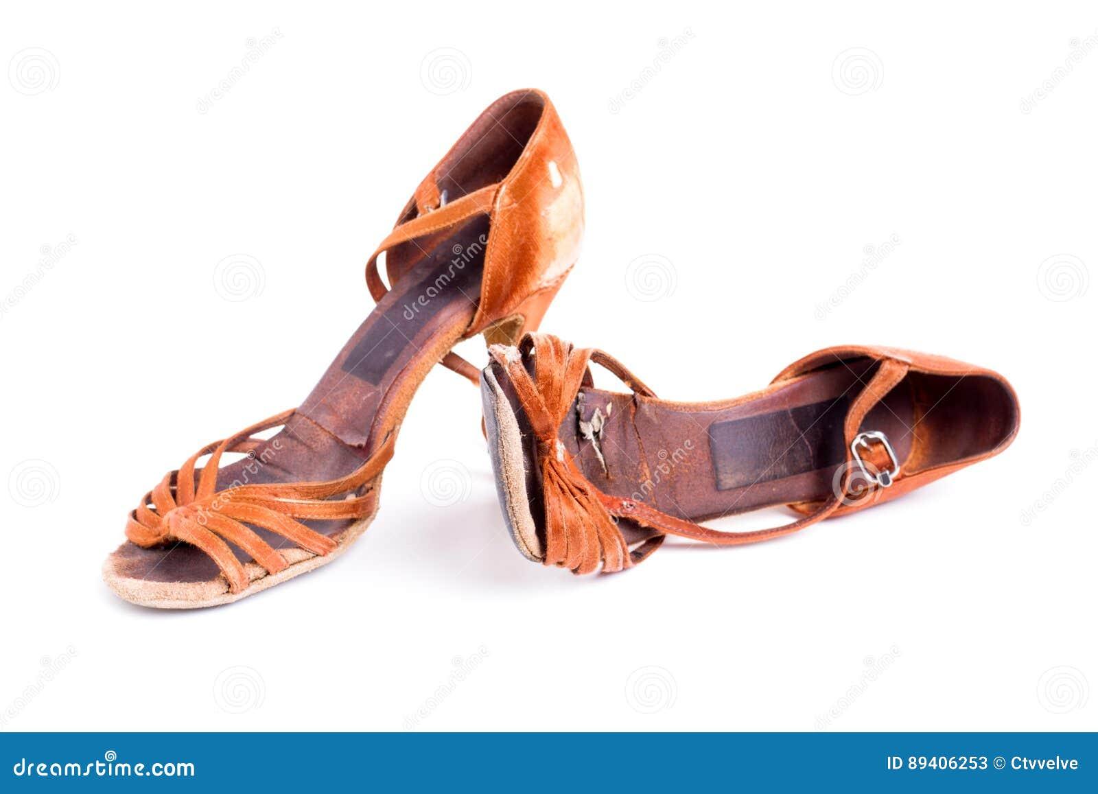 Sapatas latinos da dança de salão de baile