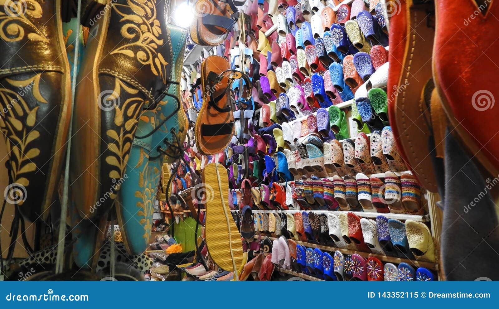 Sapatas nos souks de Marakesh, Maroc