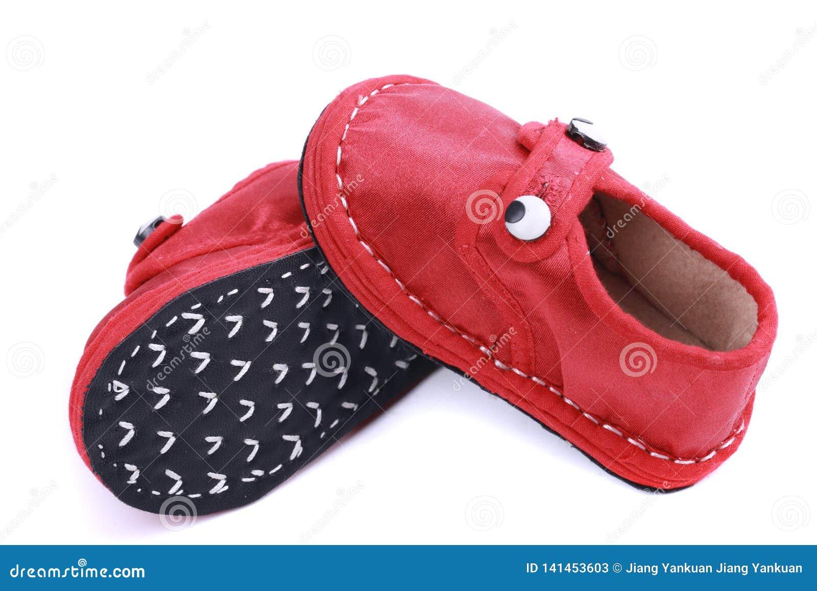 Sapatas vermelhas de pano para crianças
