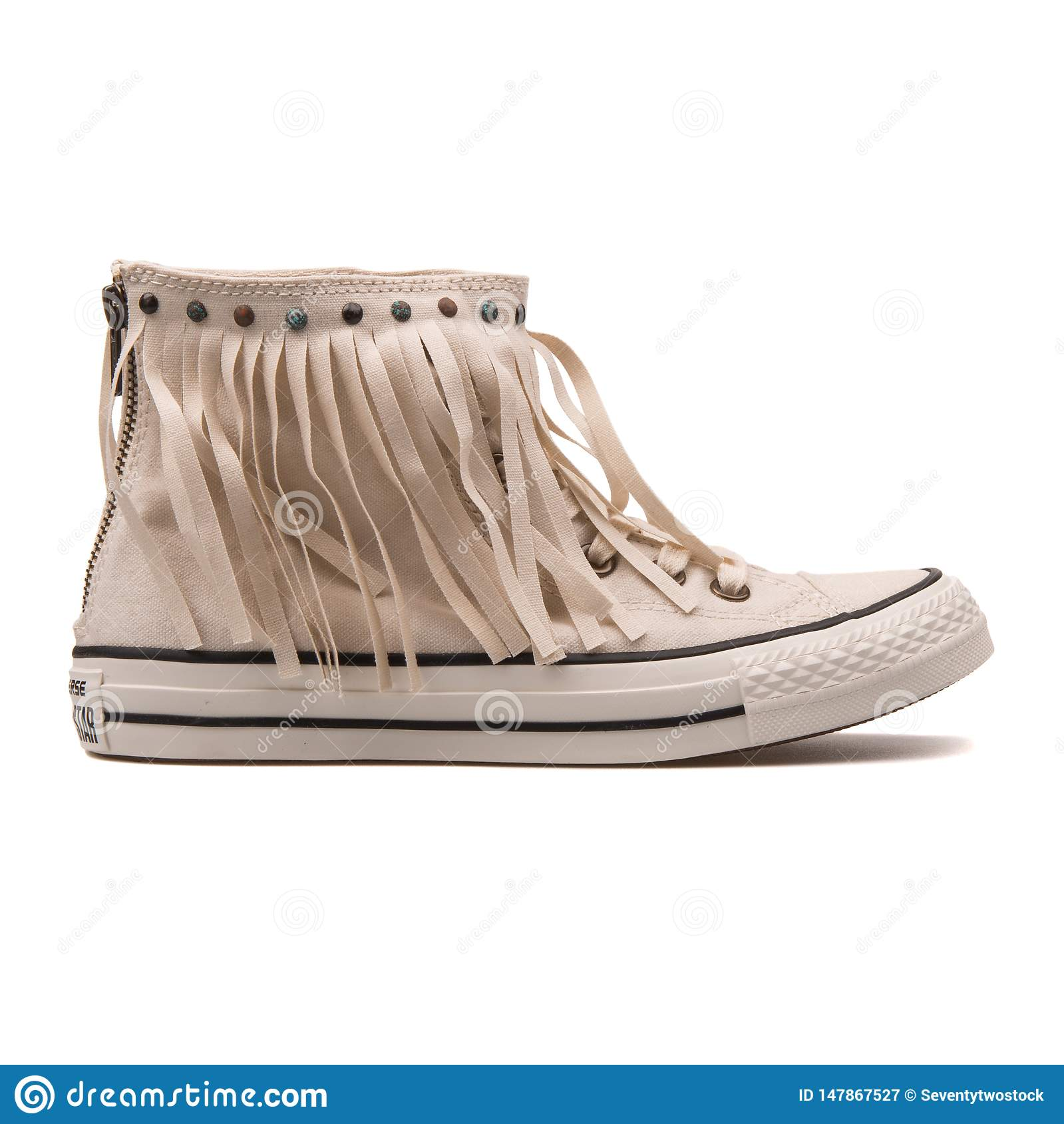 Sapatilha branca do pergaminho inverso de Chuck Taylor All Star Fringe High