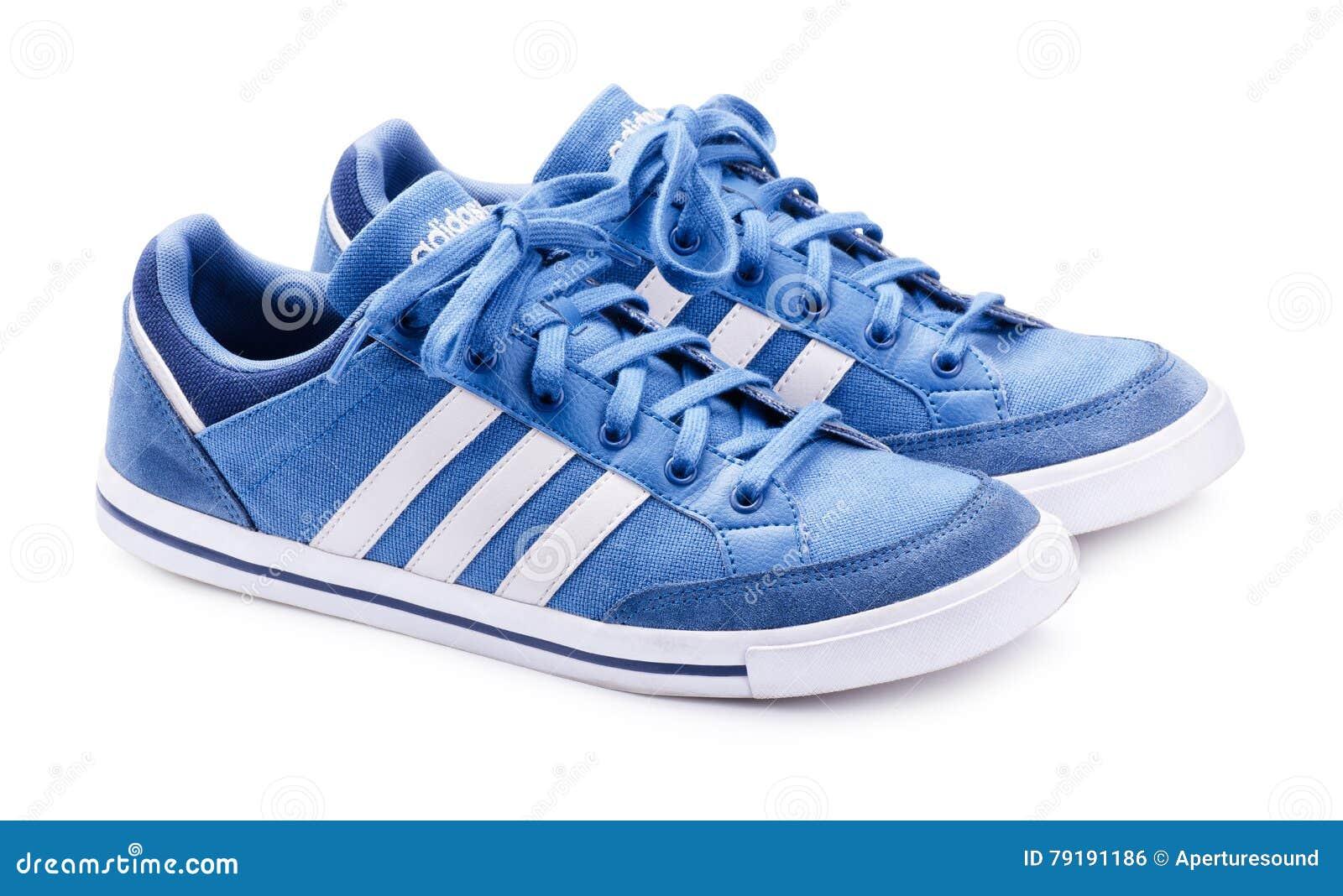 0123db408ee Sapatilhas Neo Azuis De Adidas Para Correr Foto Editorial - Imagem ...