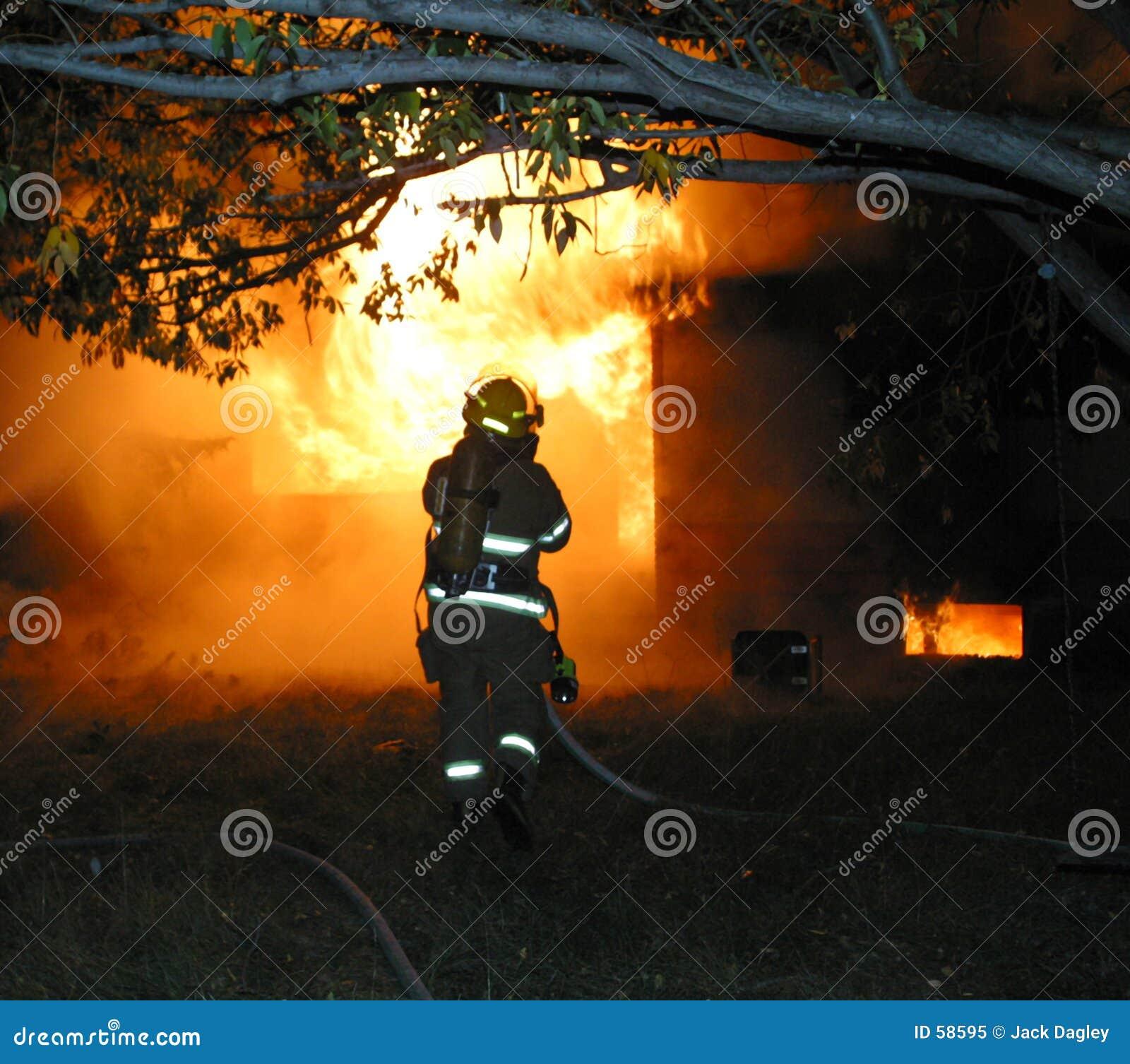 Download Sapeur-pompier image stock. Image du maisons, horizontal - 58595