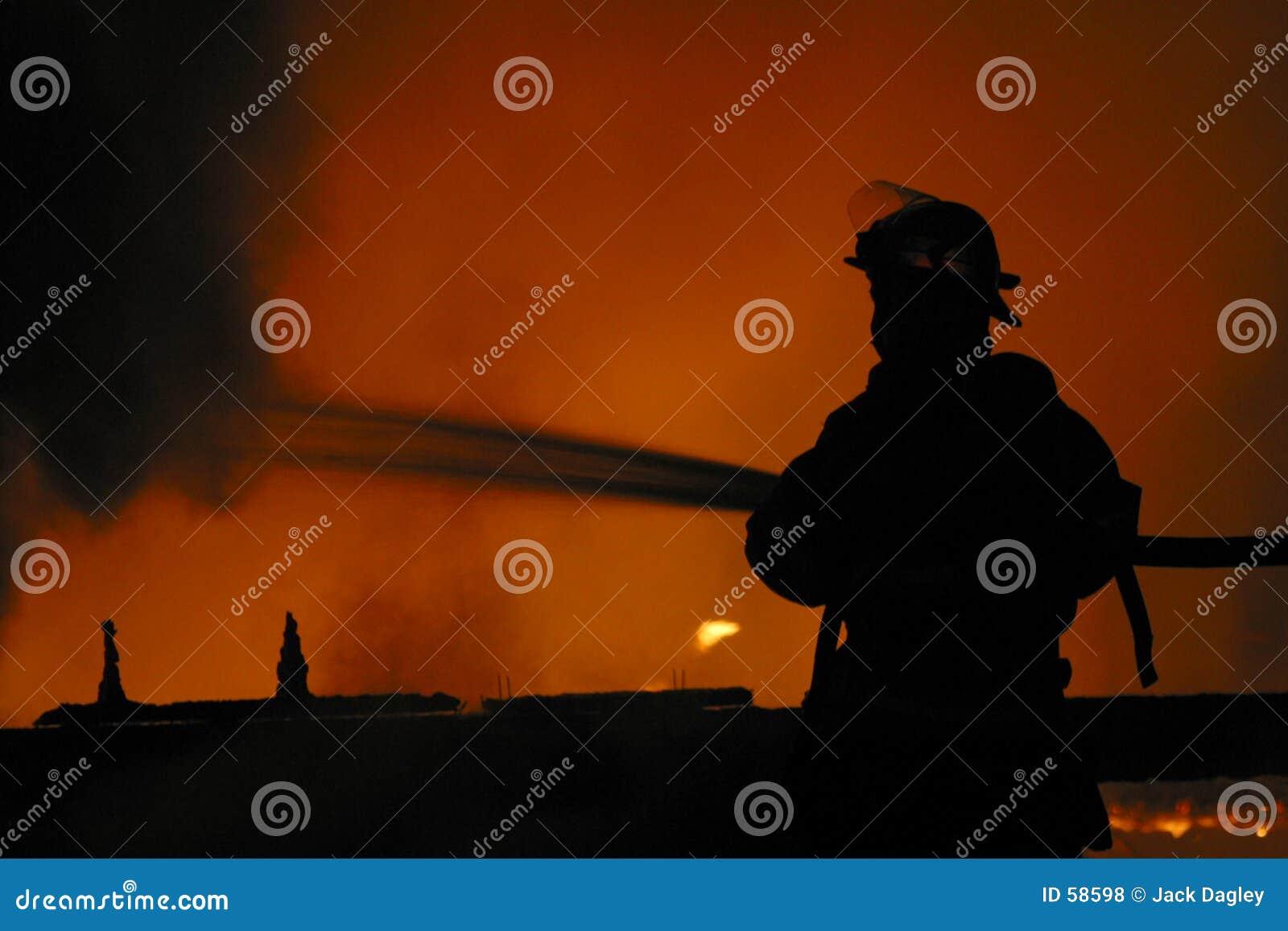 Sapeur-pompier en silhouette