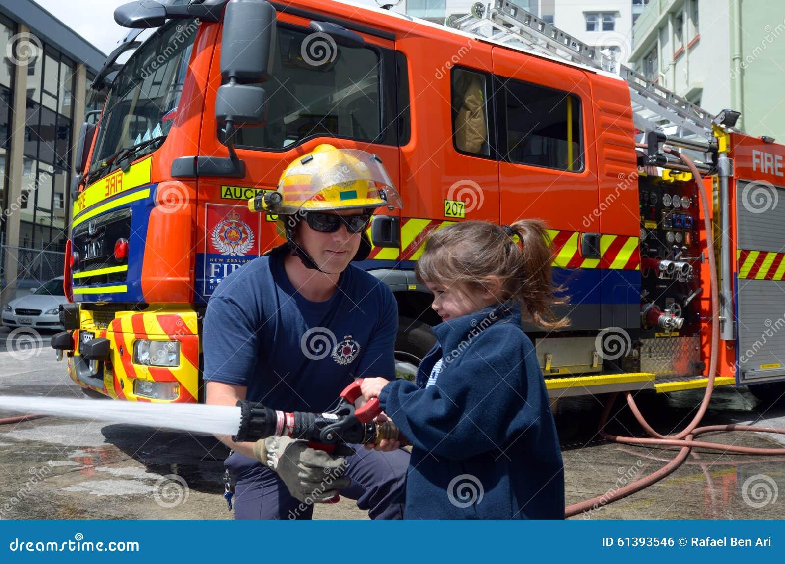 Sapeur-pompier et enfant