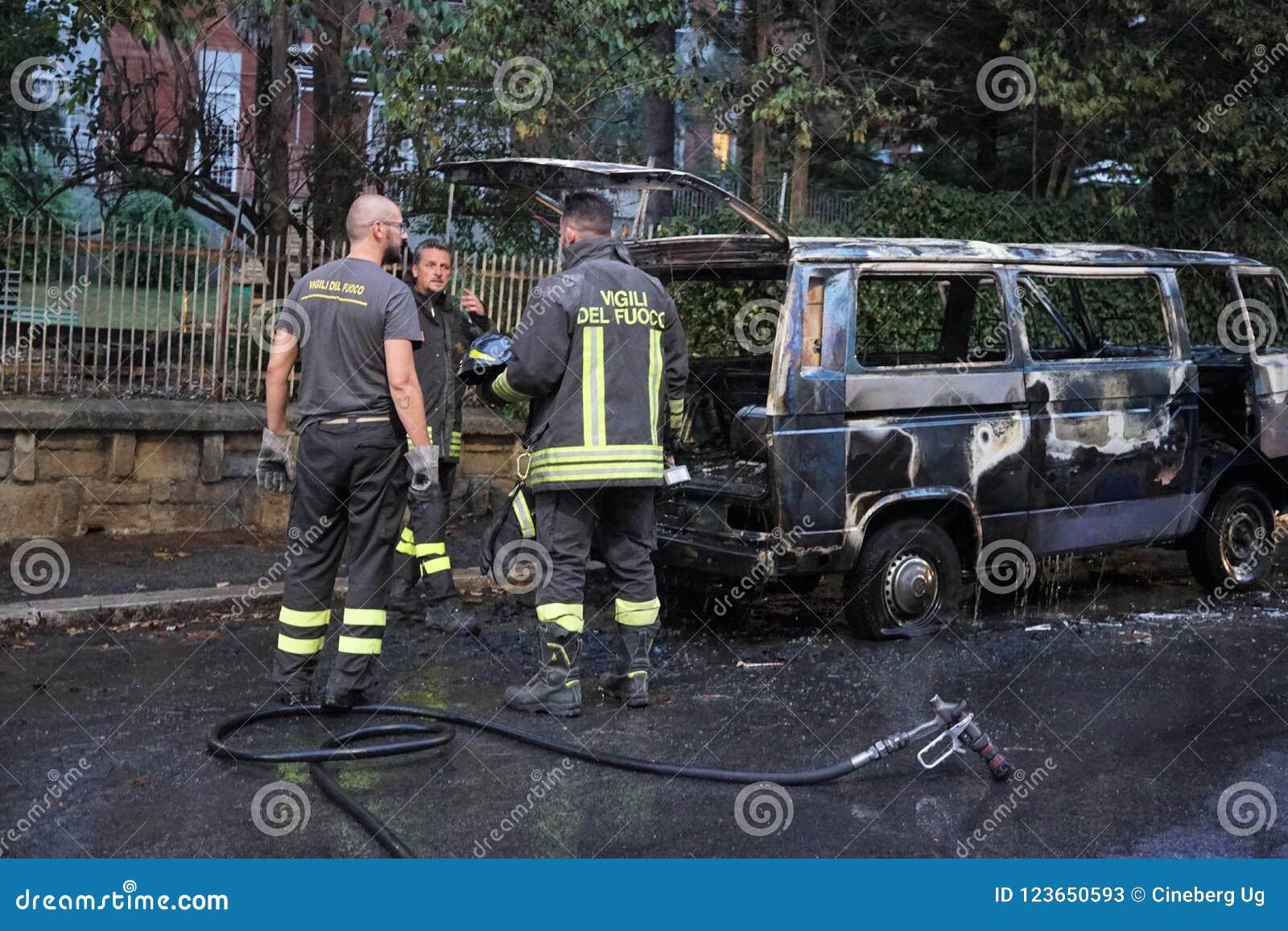 Sapeurs-pompiers au travail