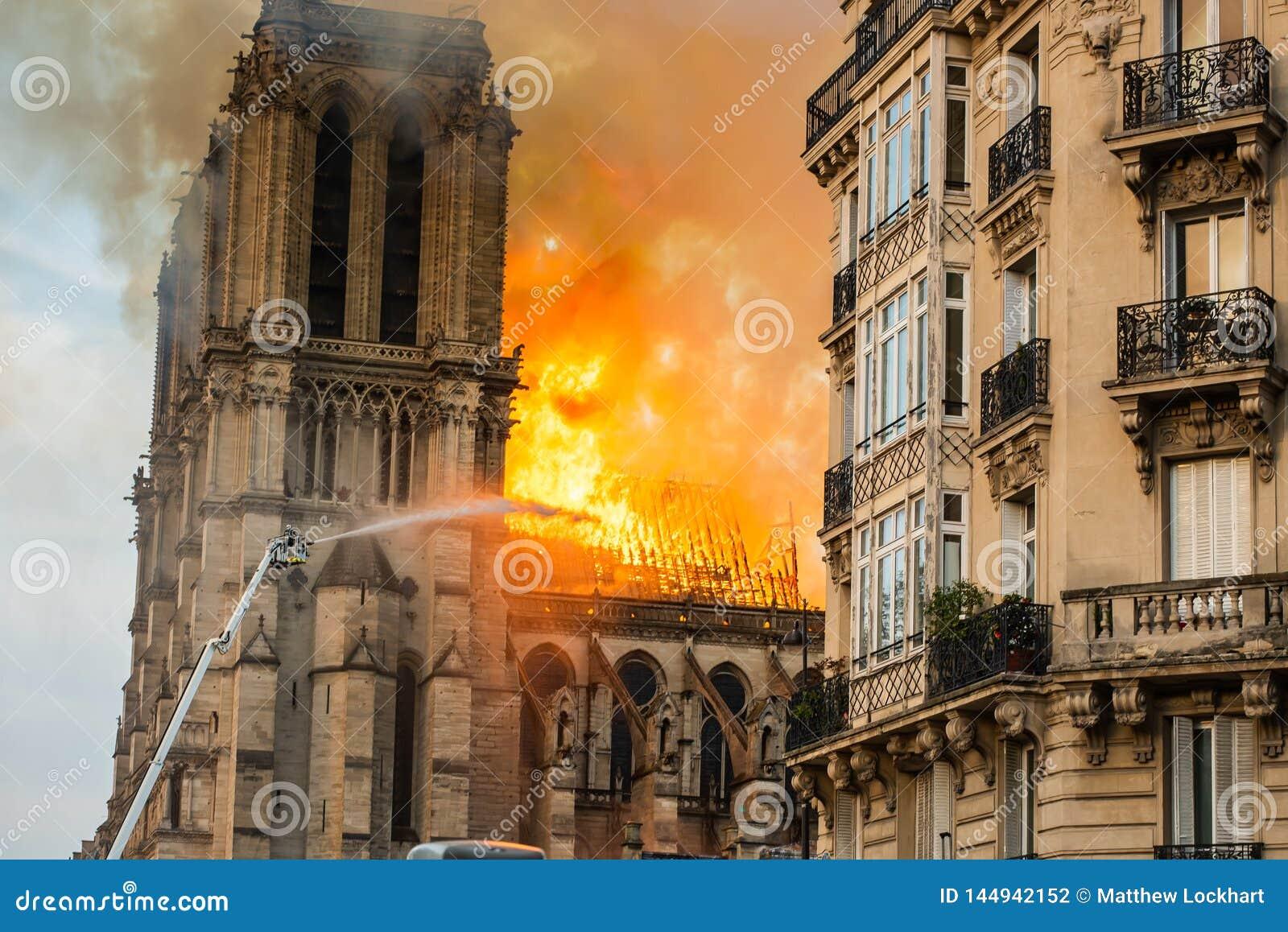 Sapeurs-pompiers de Notre-Dame