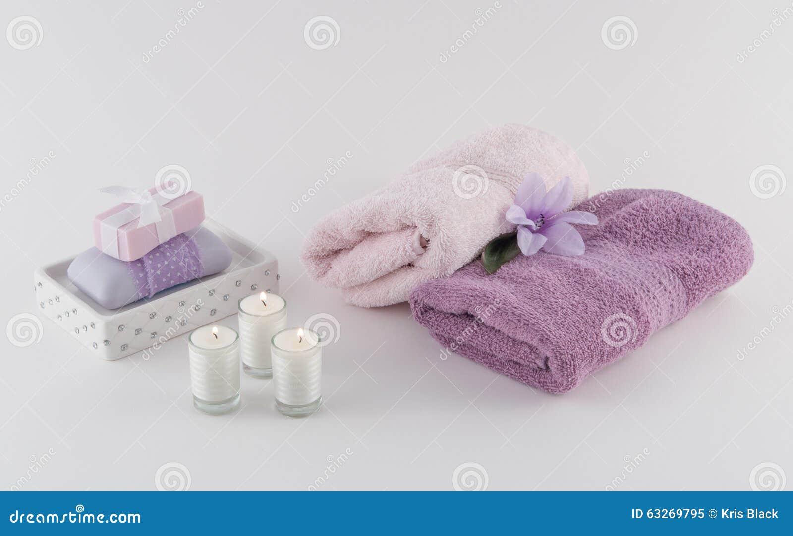 Stock asciugamani bagno modificare una pelliccia - Asciugamani bagno offerte ...