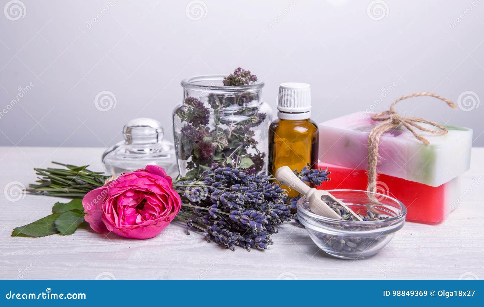 Bagno Lilla E Rosa : Sapone fatto a mano con gli accessori della stazione termale e del