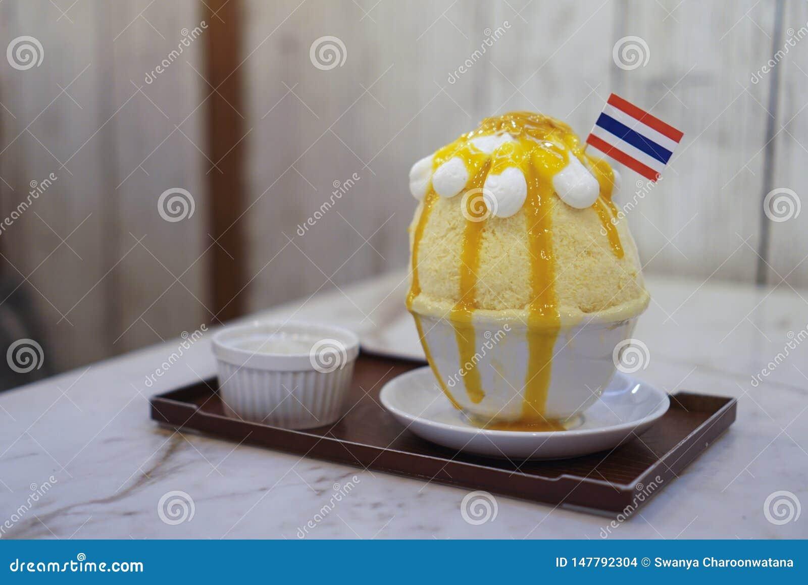 Saque macio do gelado de Matcha e de Hojicha