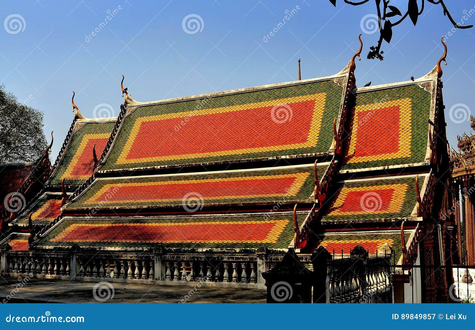 Saraburi, Tailândia: Vihan Salão em Wat Phra Phutthabat