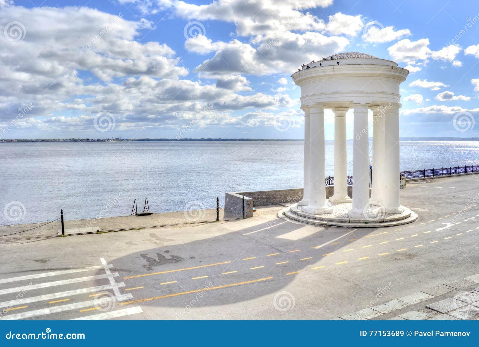 Saratov Rotunda à terre