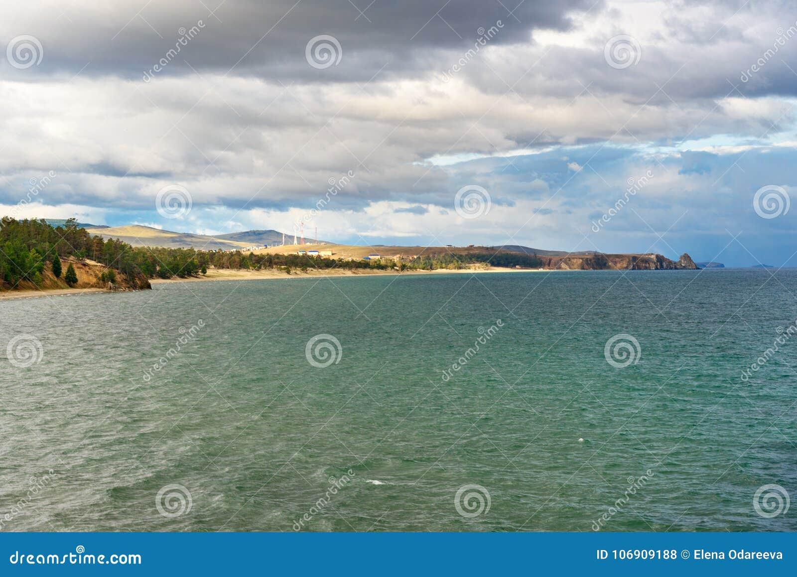 Sarayskiy plaża i zatoka baikal jeziora baikal jezioro olkhon Rosji wyspy Rosja