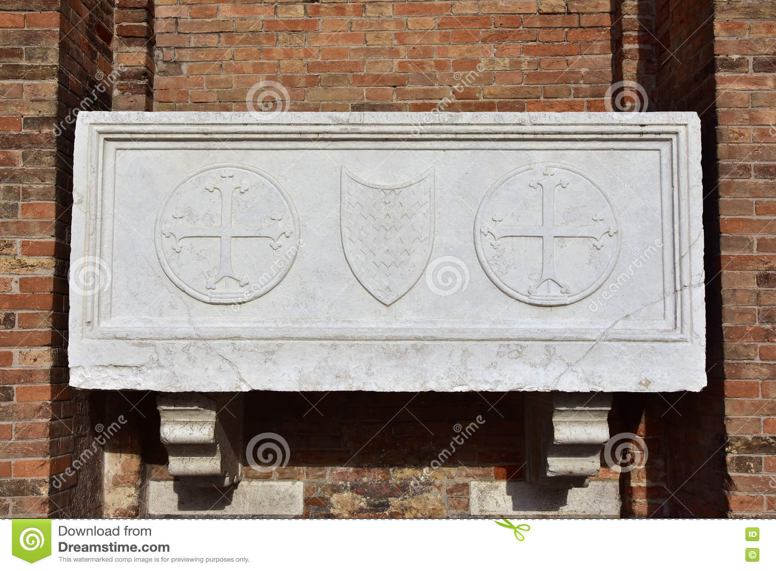 Sarcófago medieval em Veneza