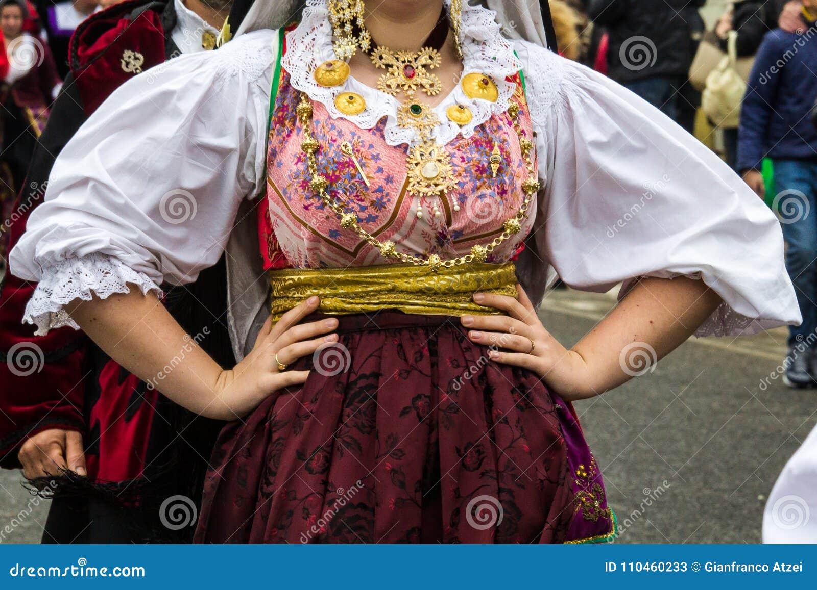 Sardinian traditionella dräkter