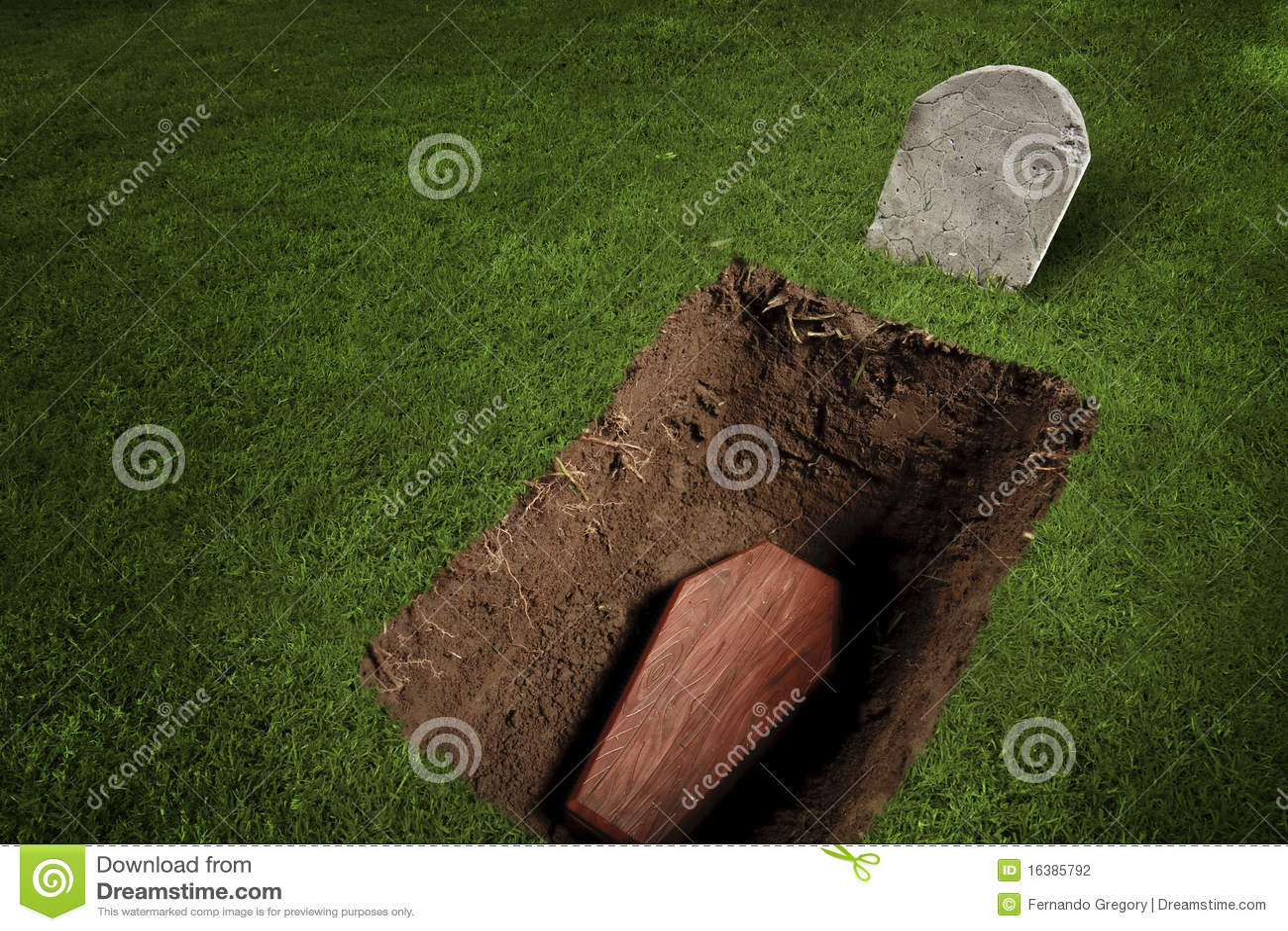 Sarg oder Grab am Friedhof