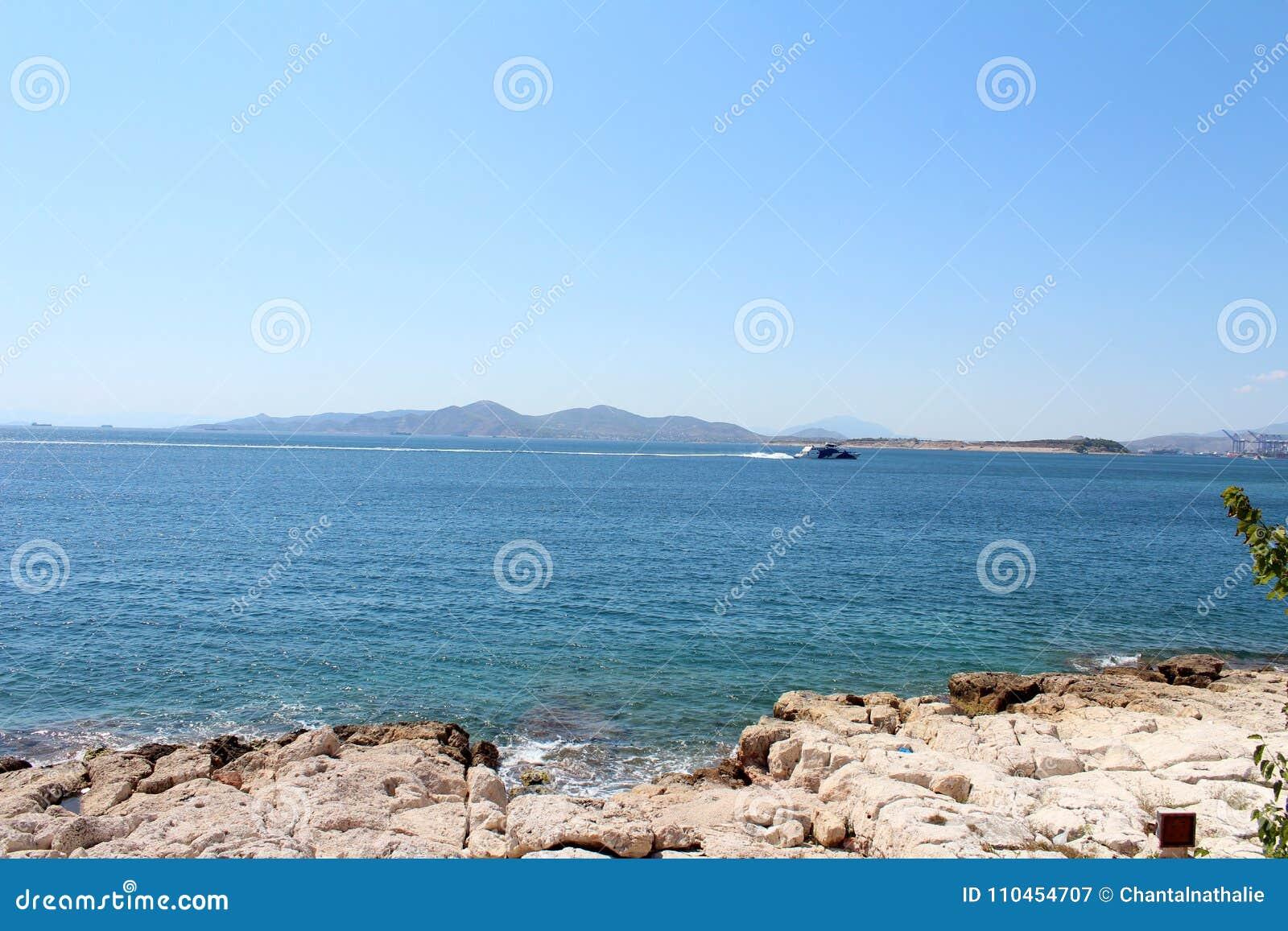 Saronic golfsikt i Piraeus, Grekland