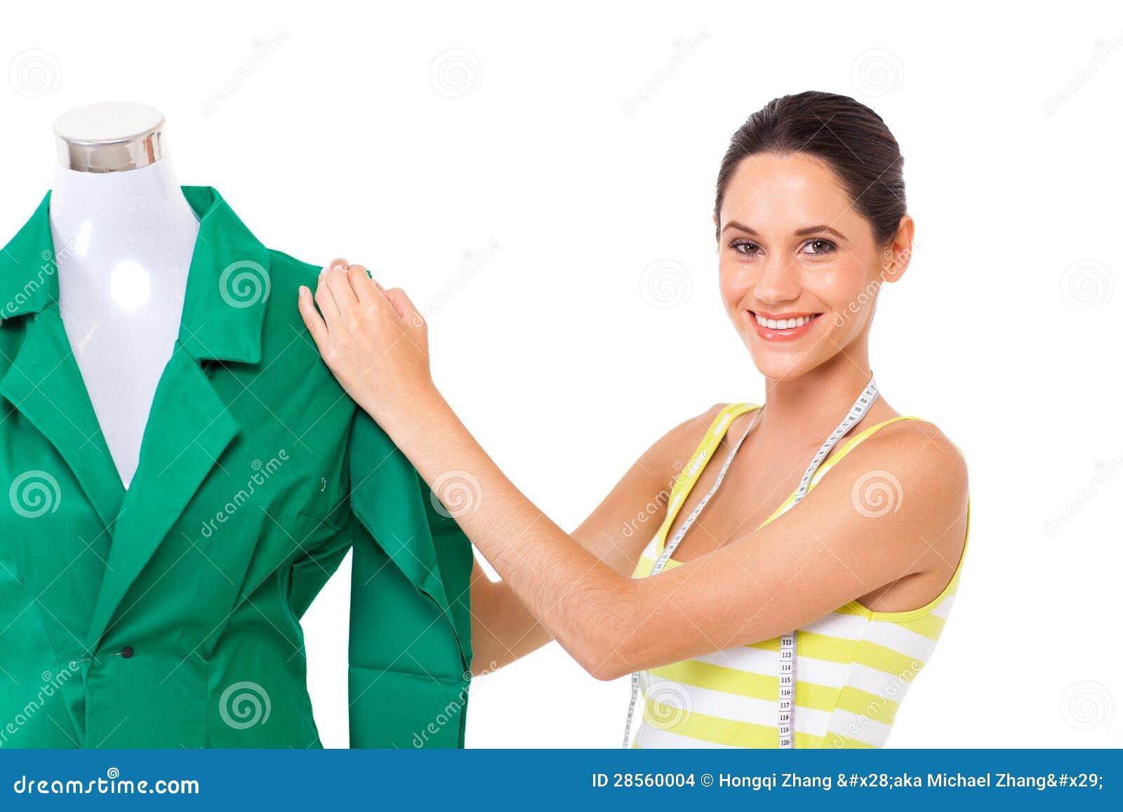Sarto che lavora all indumento