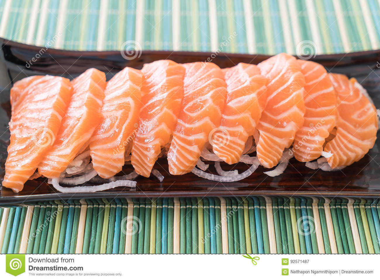 Sashimi crudo di color salmone