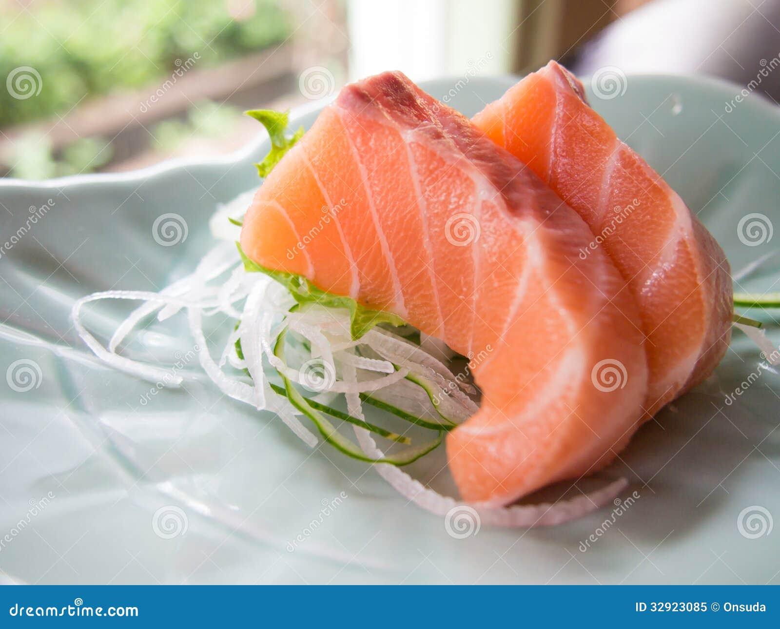 Sashimi de color salmón
