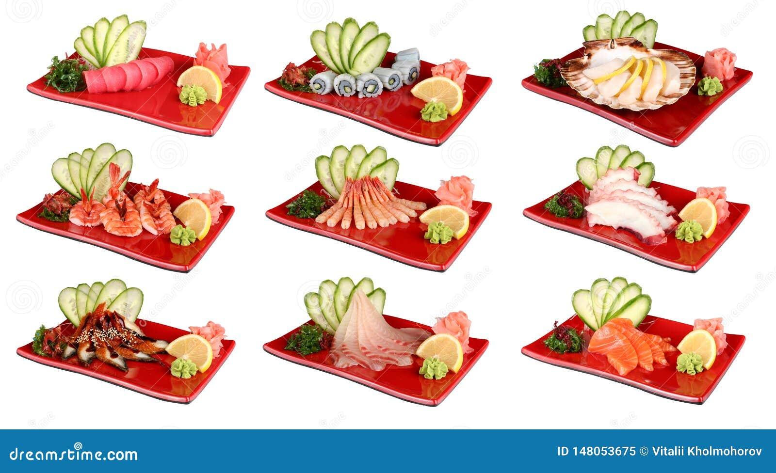 Sashimi op rode platen Traditionele Japanse schotel van verse zeevruchten Op een witte achtergrond