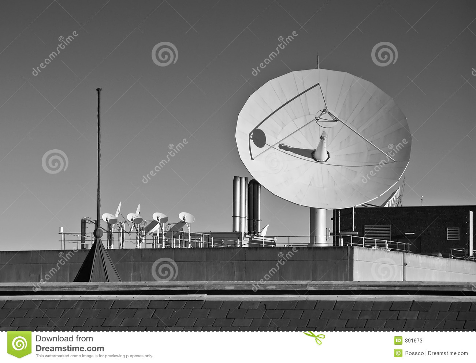 Satelita czarnego statku white
