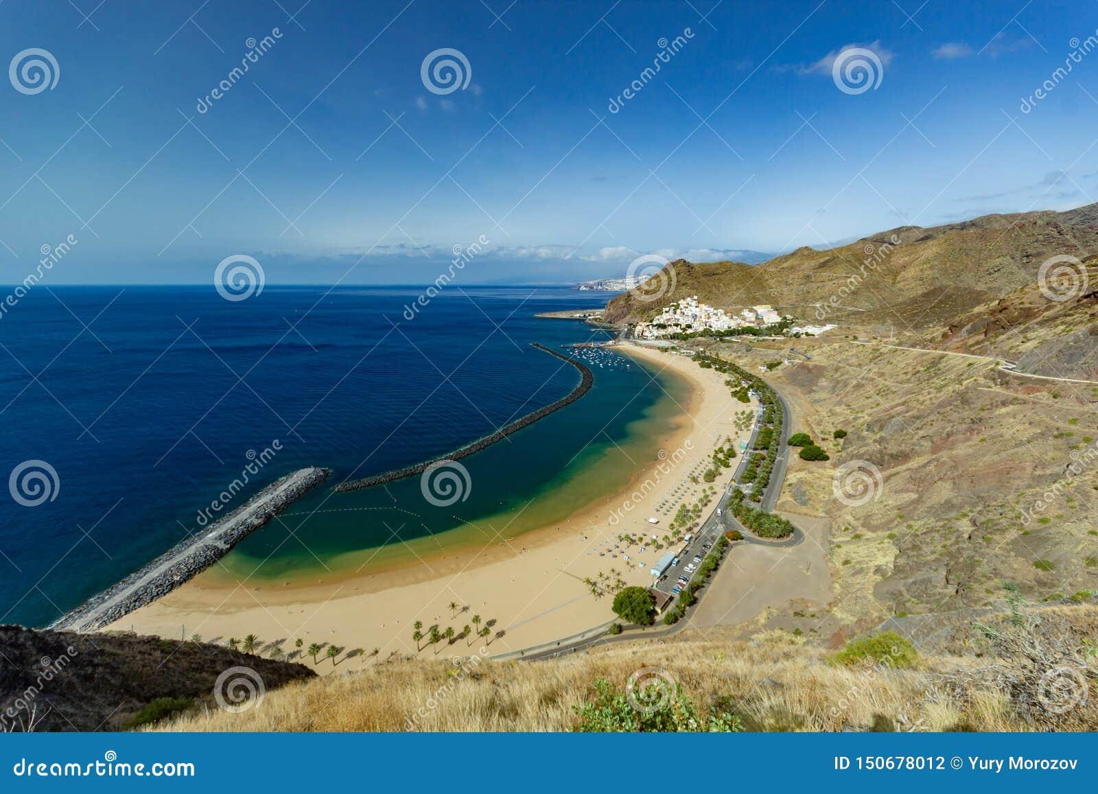 Satellietbeeld op Teresitas-strand dichtbij Santa Cruz de Tenerife Canarische Eilanden, Spanje