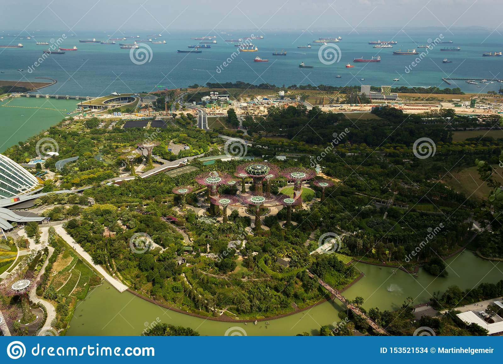 Satellietbeeld van mooi Singapore met aardige witte wolken, Singapore